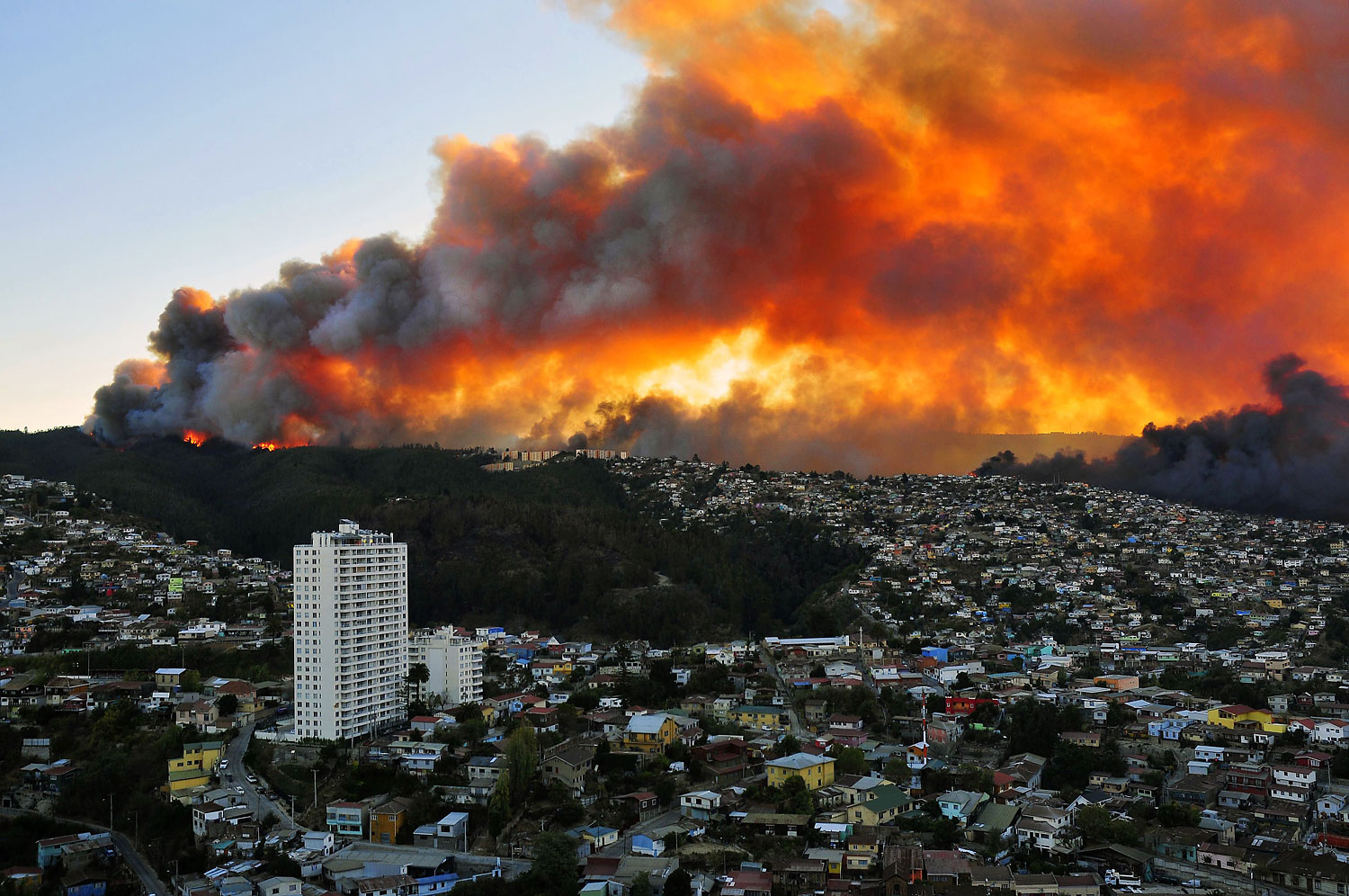 View of houses in flames during a fire in Valparaiso, 110 km west of Santiago, Chile, on April 12, 2014.