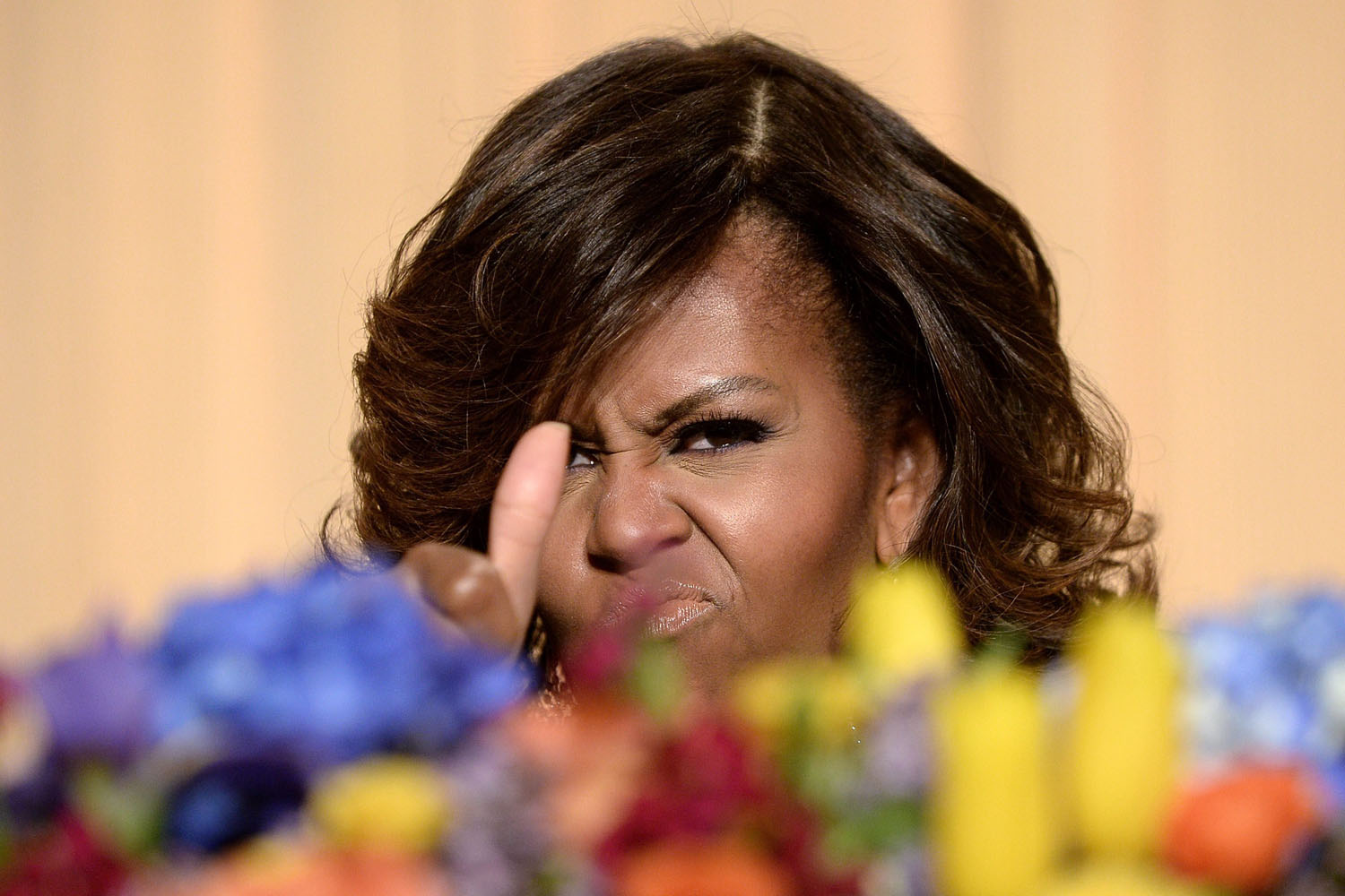 First Lady Michelle Obama gives a thumbs up at the annual White House Correspondent's Association Gala at a hotel in Washington, DC, USA,  May 3, 2014.