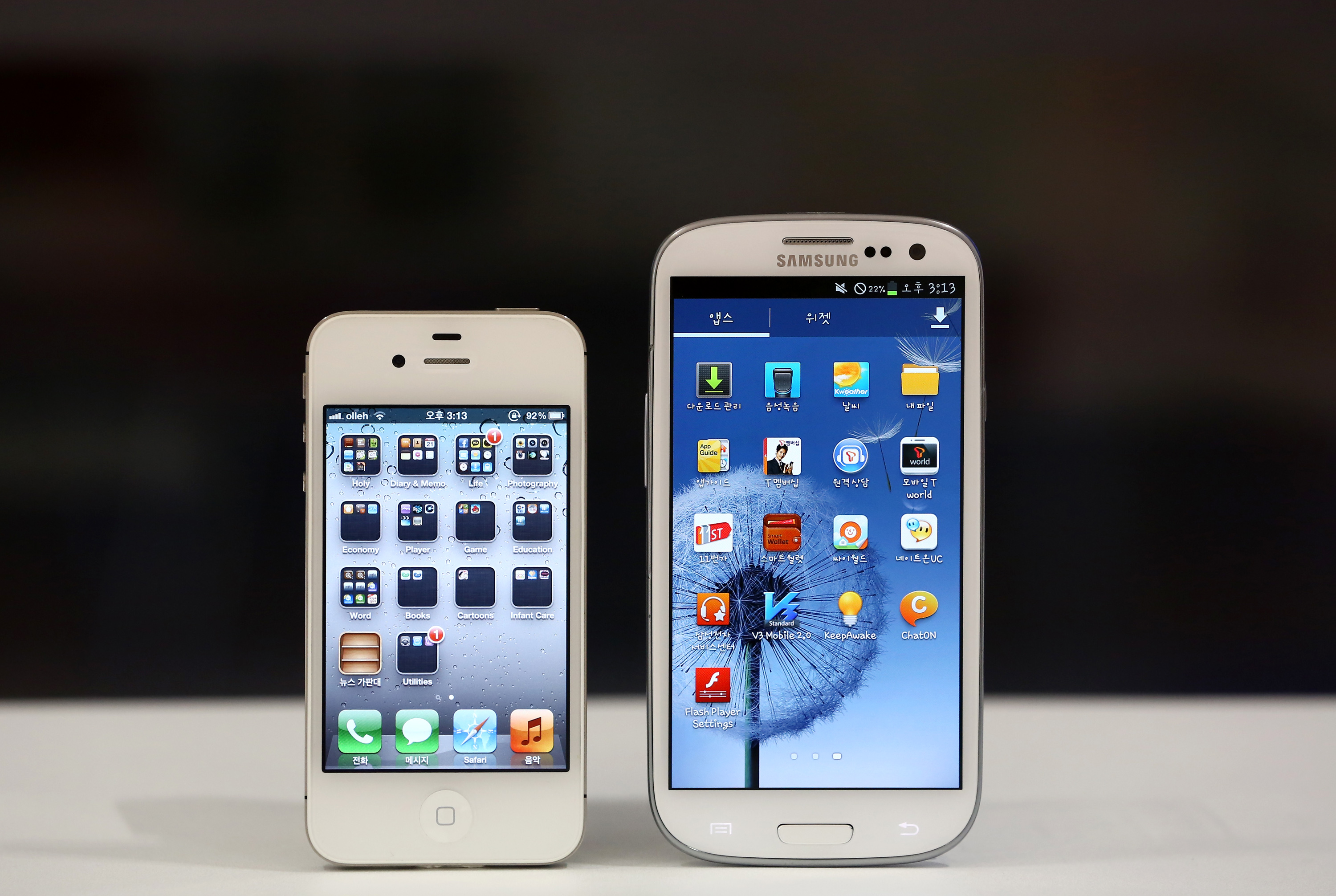 An iPhone 4S and a Samsung Galaxy S III, as photographed in  Seoul, South Korea, on Tuesday, Aug. 21, 2012