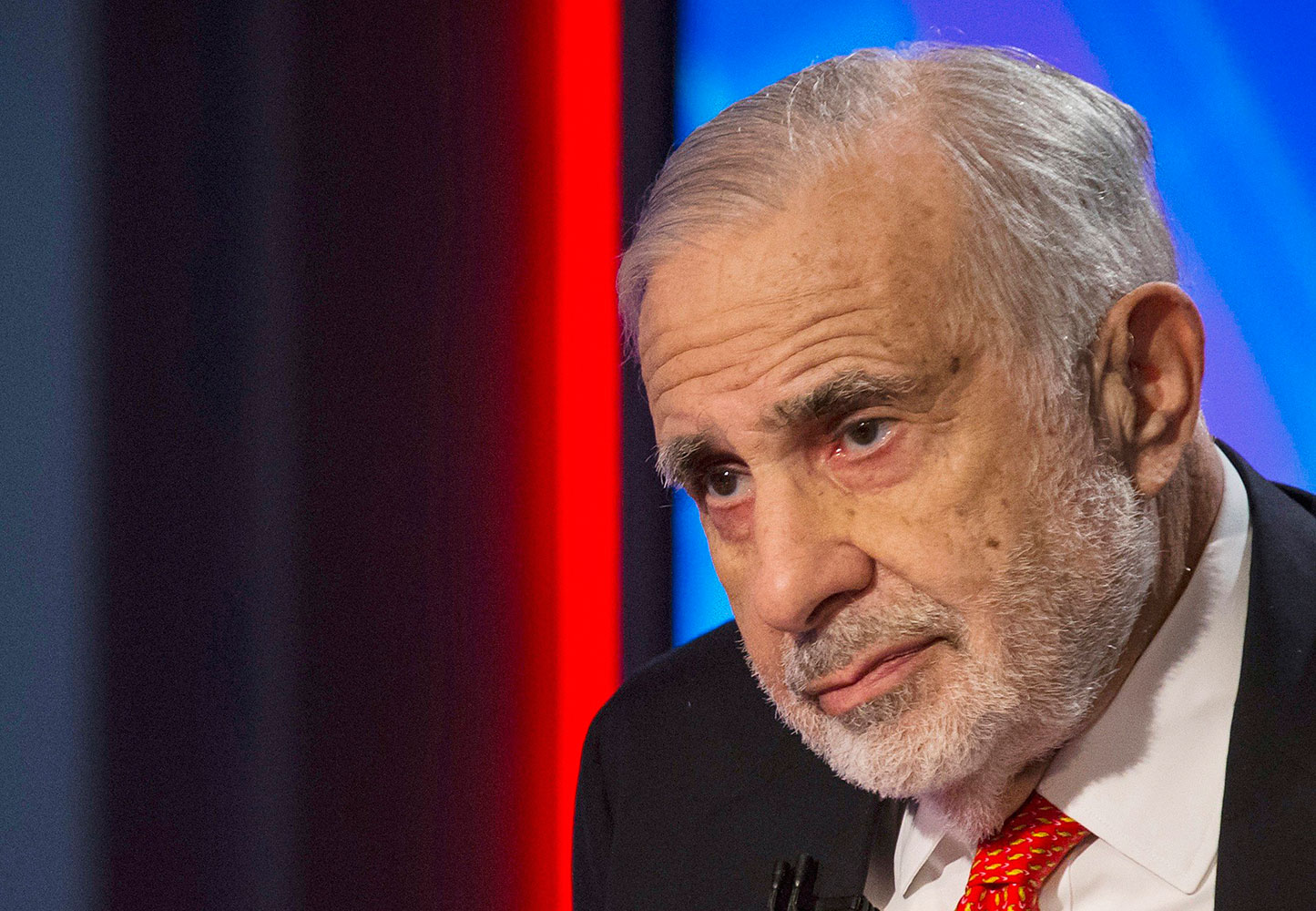 Billionaire activist-investor Carl Icahn gives an interview on FOX Business Network's Neil Cavuto show in New York in this Feb. 11, 2014 file photo. The U.S. Federal Bureau of Investigation and the Securities and Exchange Commission are investigating possible insider trading involving  Icahn, golfer Phil Mickelson and Las Vegas gambler William Walters.