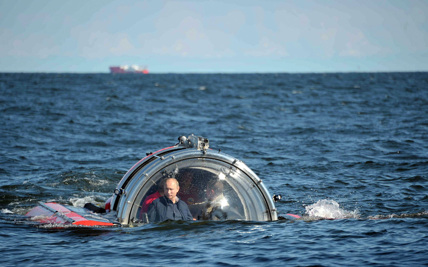 Russia's President Vladimir Putin submerges on board a C-Explorer 5 submersible to explore the sunken Russian Imperial Navy fregate Oleg, in the Gulf of Finland, July 15, 2013.