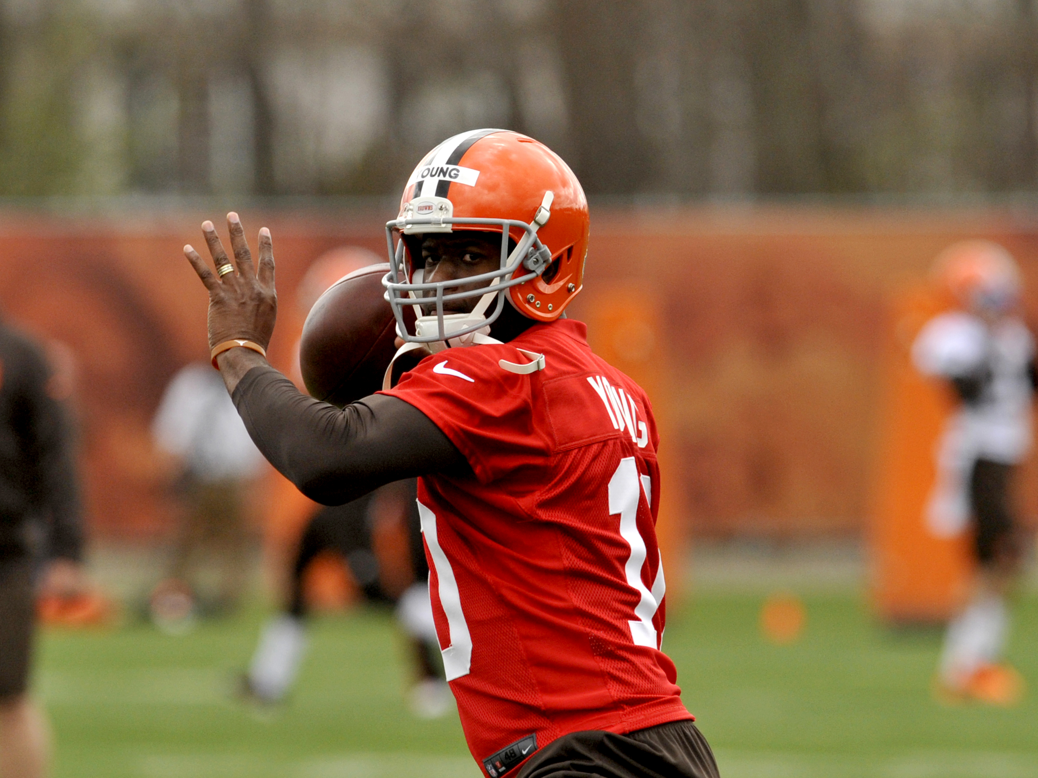 Quarterback Vince Young #10 of the Cleveland Browns throws a pass during a mini camp practice at the Cleveland Browns training facility in Berea, Ohio on May 1, 2014.