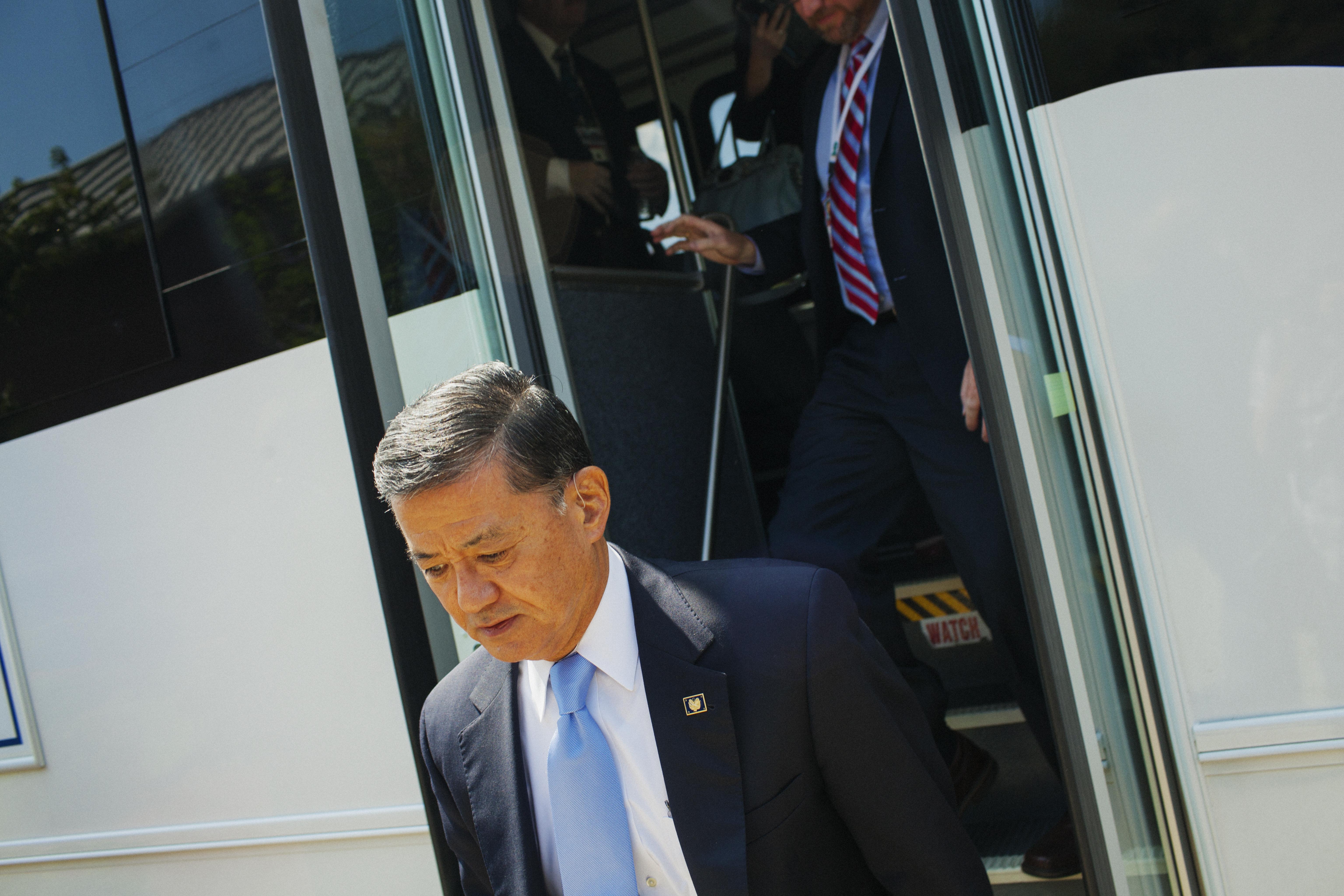 Secretary of Veterans Affairs, Eric K. Shinseki exits a shuttle while being given a tour of the VA Medical Center-Hampton, in Hampton, Virginia.