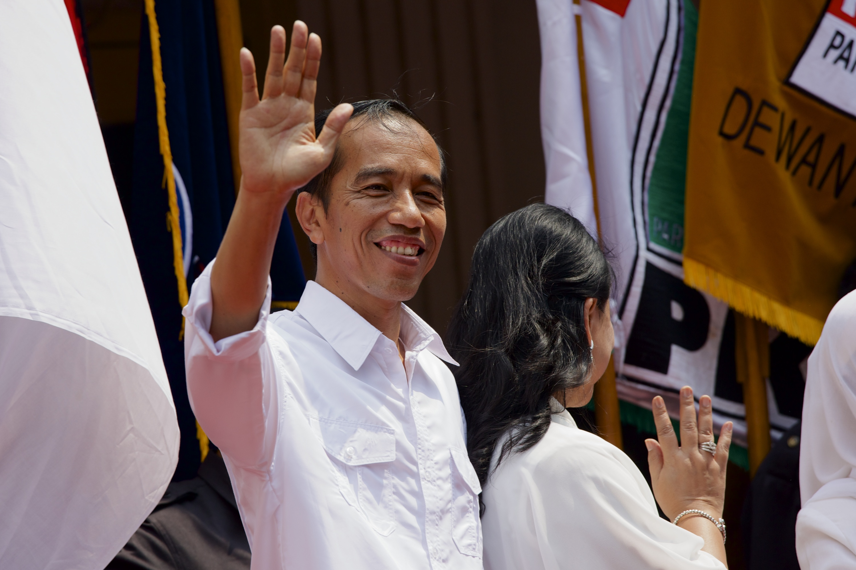 Indonesian presidential candidate Joko Widodo waves to a crowd of supporters after officially naming Jusuf Kalla as his vice-presidential running mate in Jakarta on May 19, 2014
