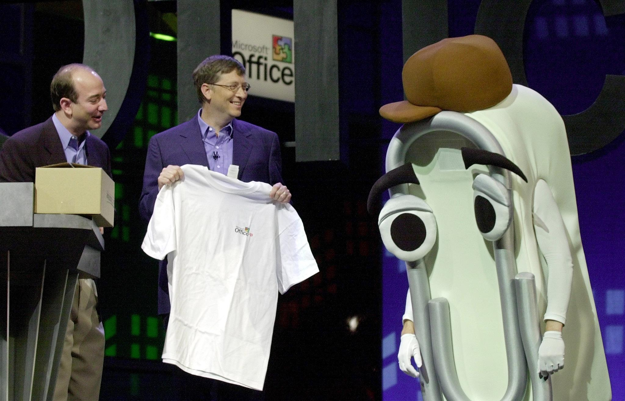 Microsoft CEO Bill Gates presents a T-shirt as a retirement gift to  Clippy.