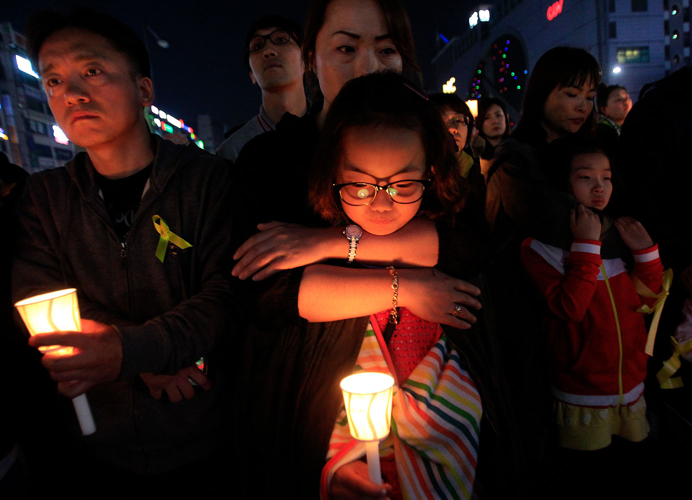 A girl holds a candle during a rally to pay tribute to the victims and missing passengers of the sunken ferry Sewol, in Ansan, South Korea, May 9, 2014.