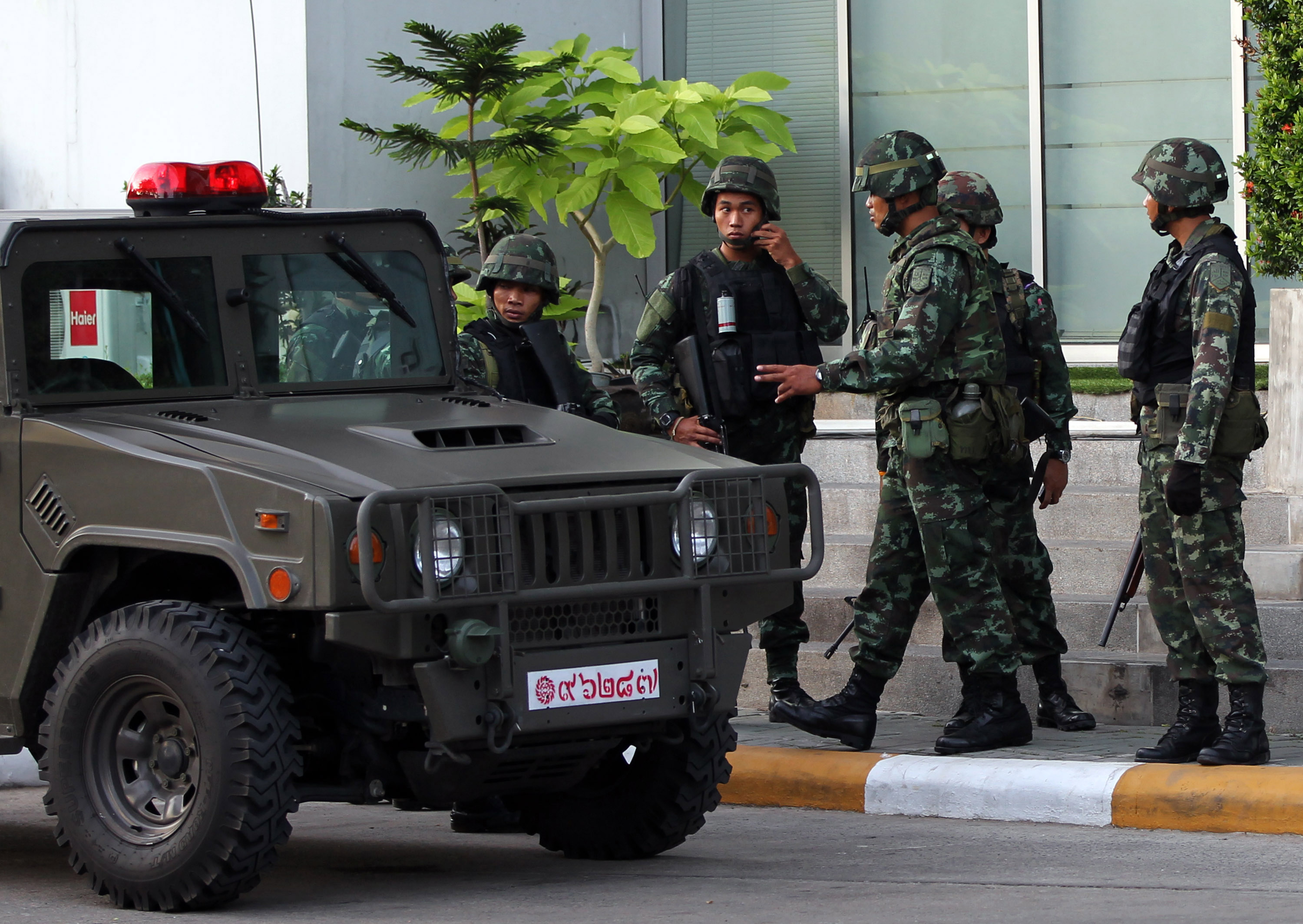 Thai soldiers gather after arriving outside the building of the National Broadcasting Services of Thailand in Bangkok on May 20, 2014