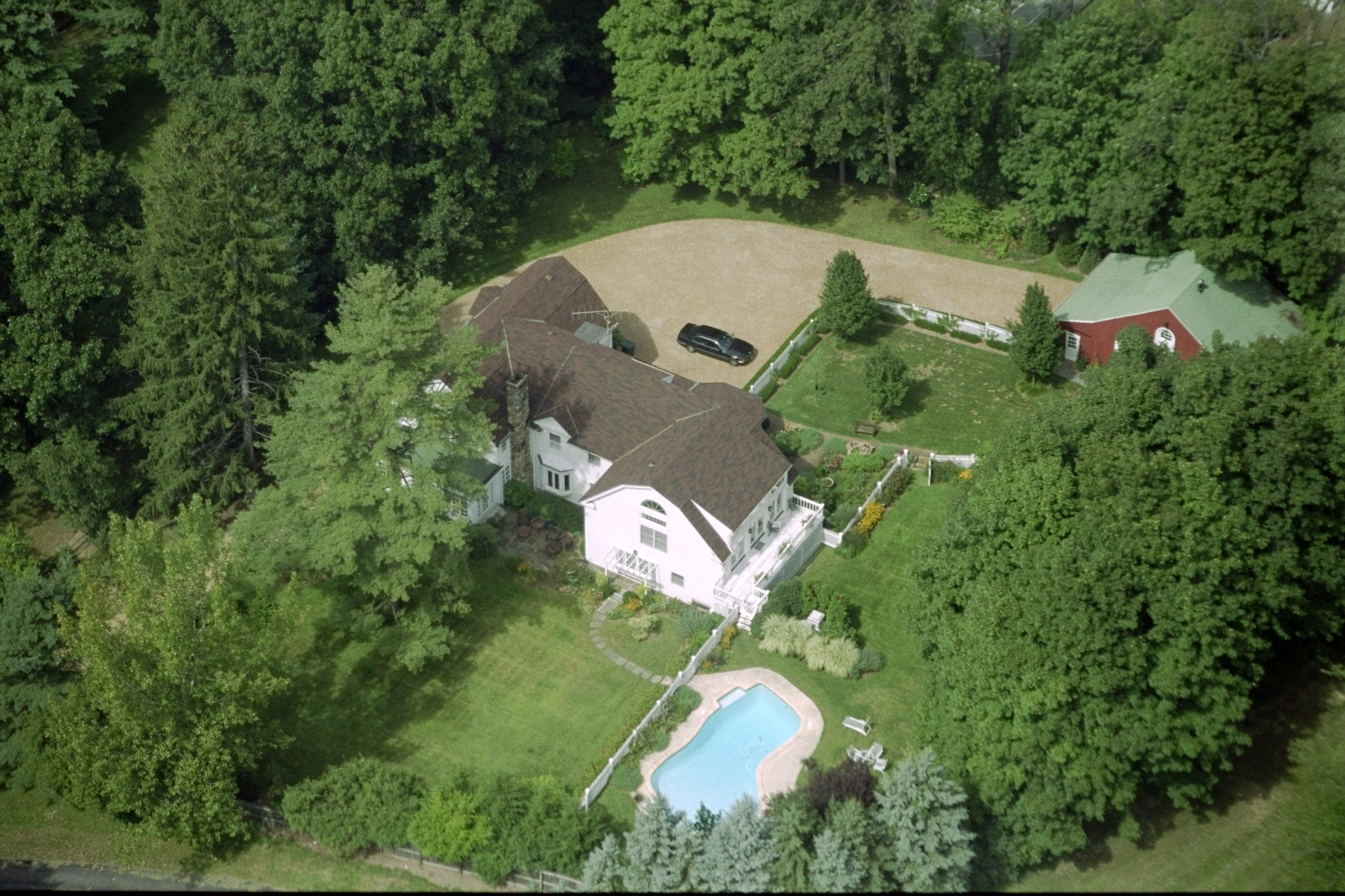 The home of President Bill Clinton and First Lady Hillary Rodham Clinton on Old House Lane in Chappaqua, N.Y on Sept. 3, 1999.
