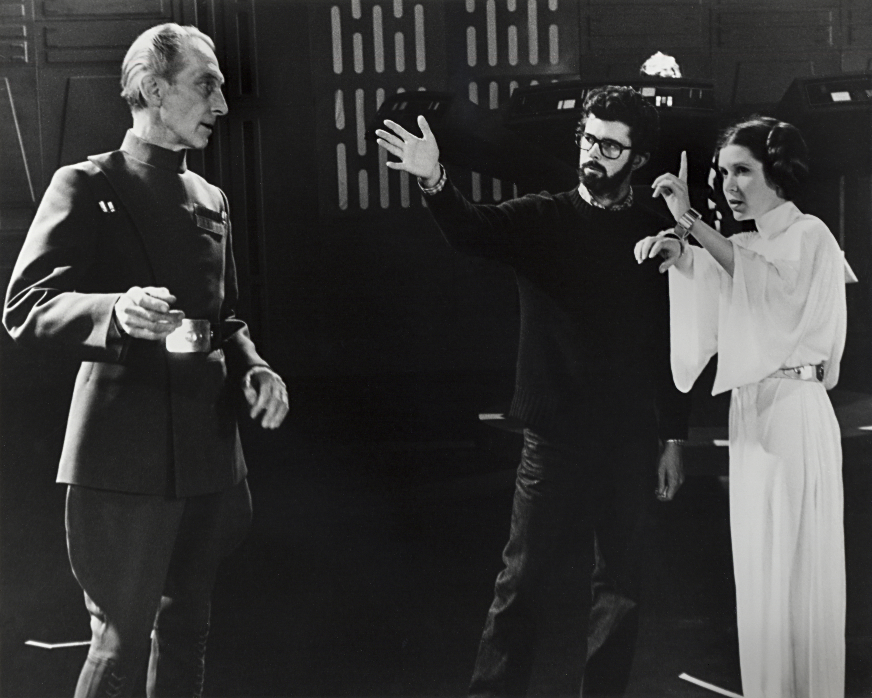 Lucas directs Peter Cushing (Grand Moff Tarkin) and Carrie Fisher.