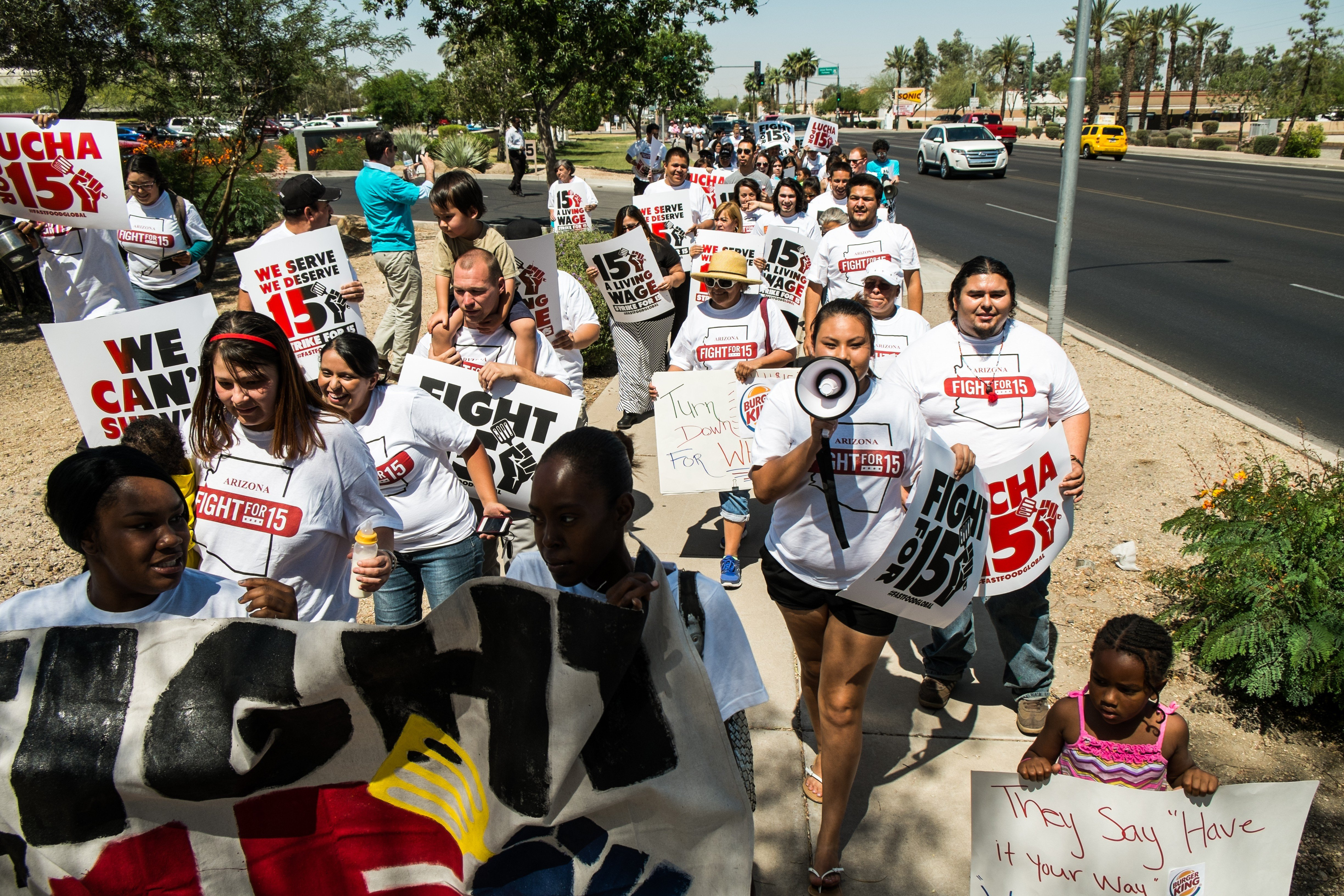 <b>Phoenix:</b> In events playing out at fast food restaurants around the globe, Arizona fast food workers and their supporters picketed outside a Burger King restaurant today, May 15, 2014.