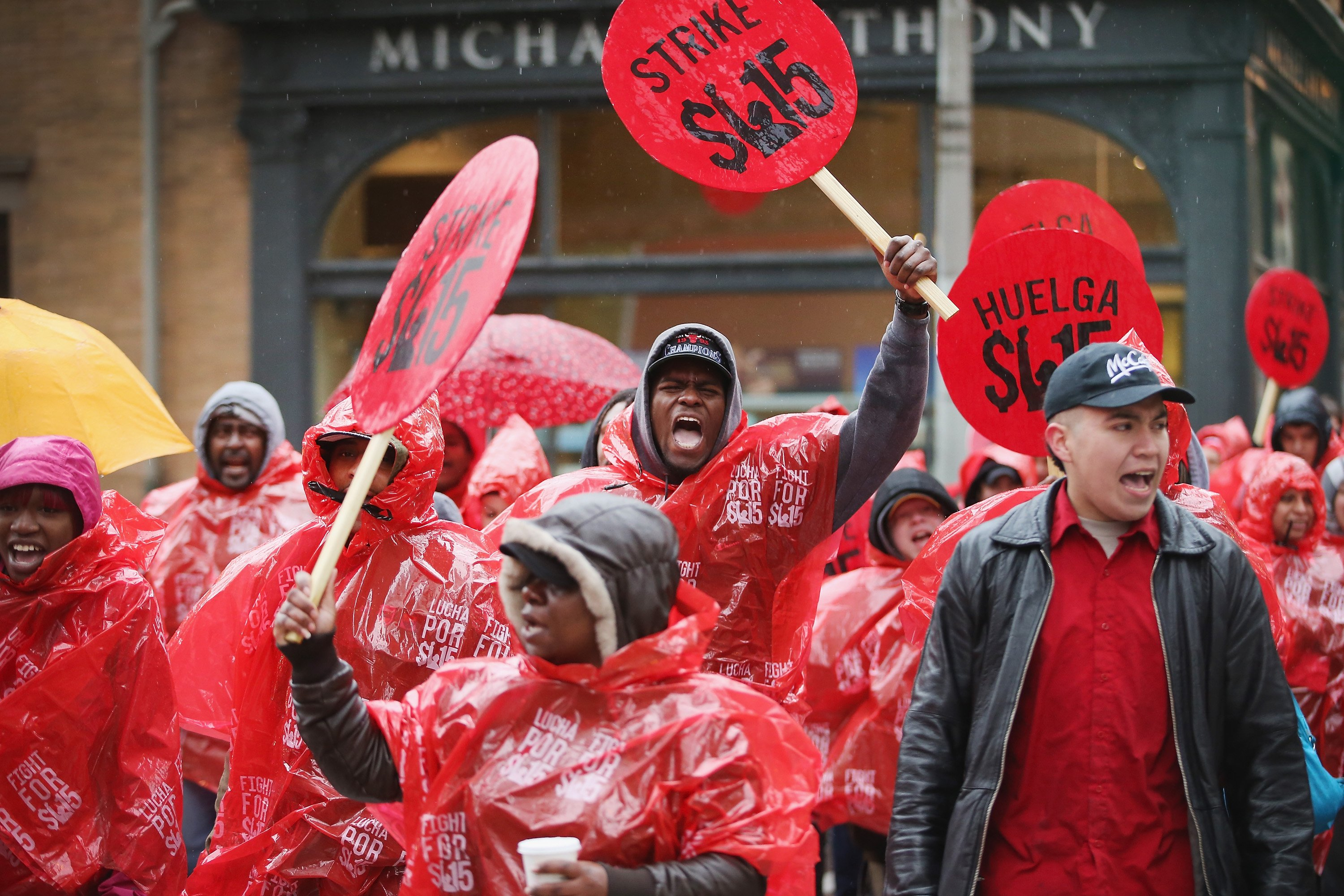 <b>Chicago:</b> Fast food workers and activists demonstrate outside McDonald's downtown flagship restaurant on May 15, 2014.