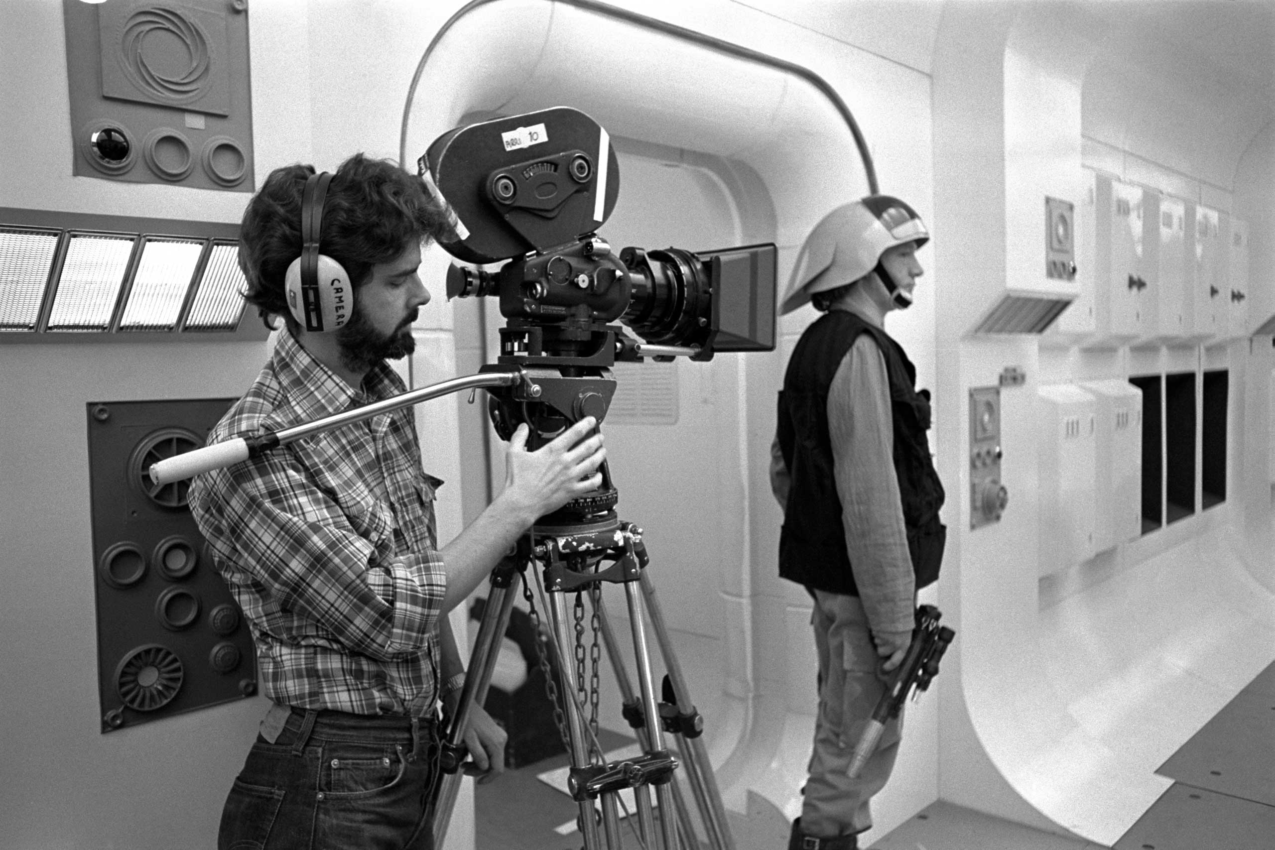 Lucas on set filming the opening scene of <i>Star Wars: Episode IV - A New Hope</i>.