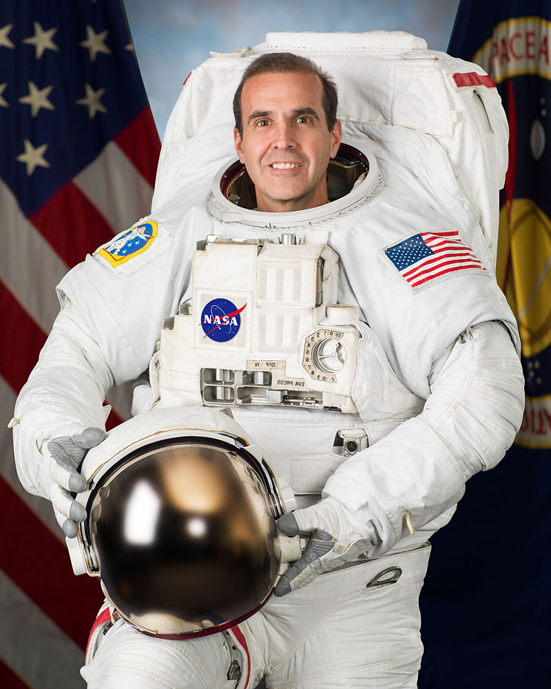 Astronaut Rick Mastracchio, wearing his Extravehicular Mobility Unit spacesuit, June 18, 2013.