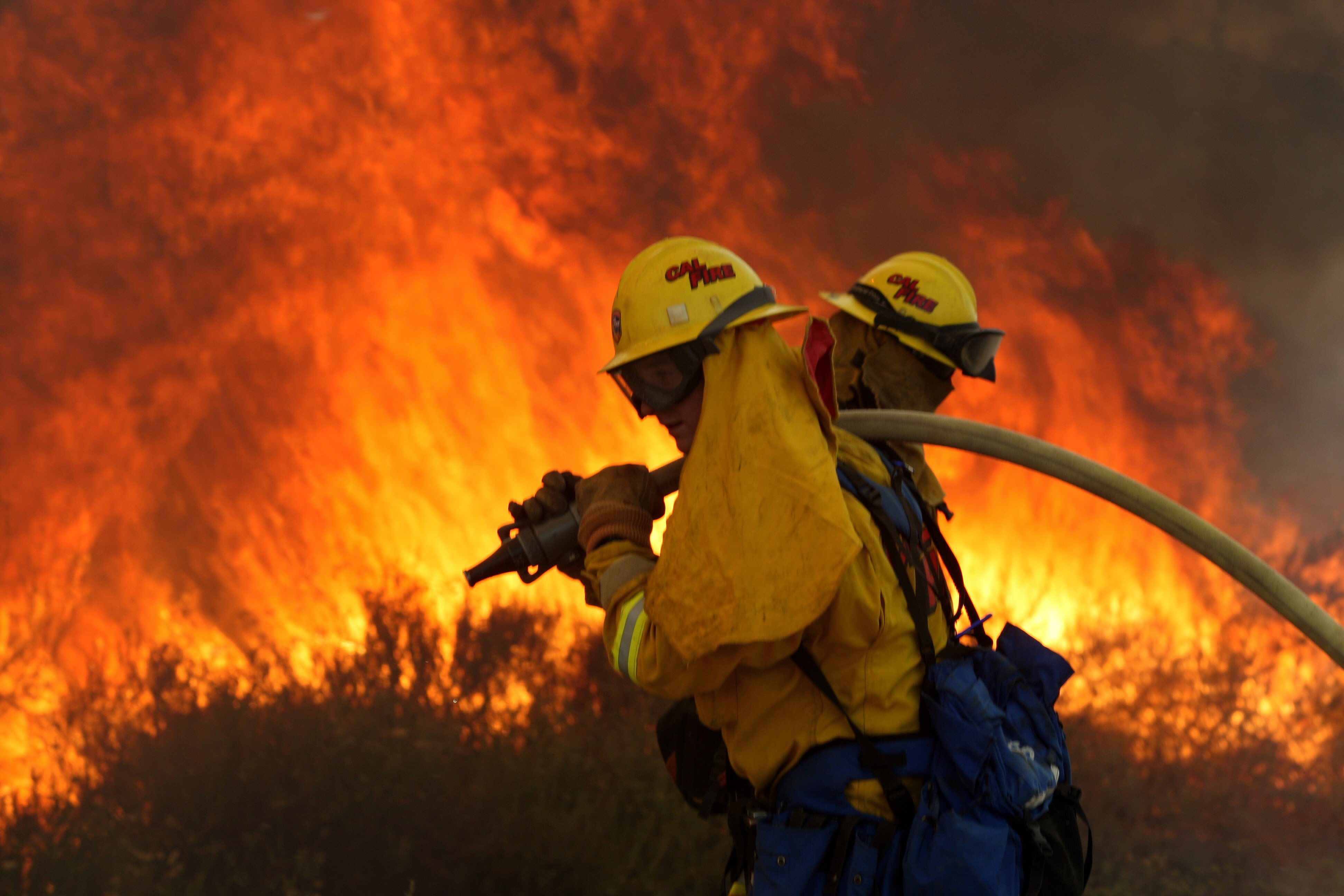 Cal Fire crews battle a wildfire in the Deer Springs area east of Fallbrook in San Diego on May 14, 2014.