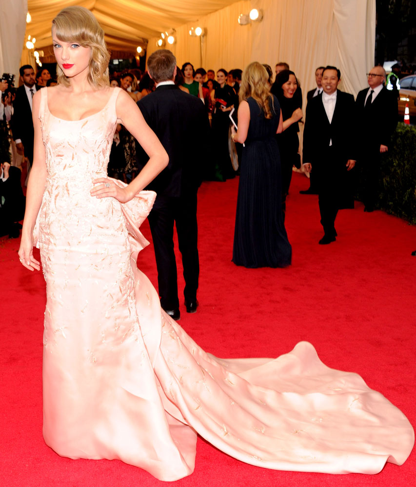 Taylor Swift attends The Metropolitan Museum of Art's Costume Institute benefit gala celebrating  Charles James: Beyond Fashion  on May 5, 2014, in New York City.