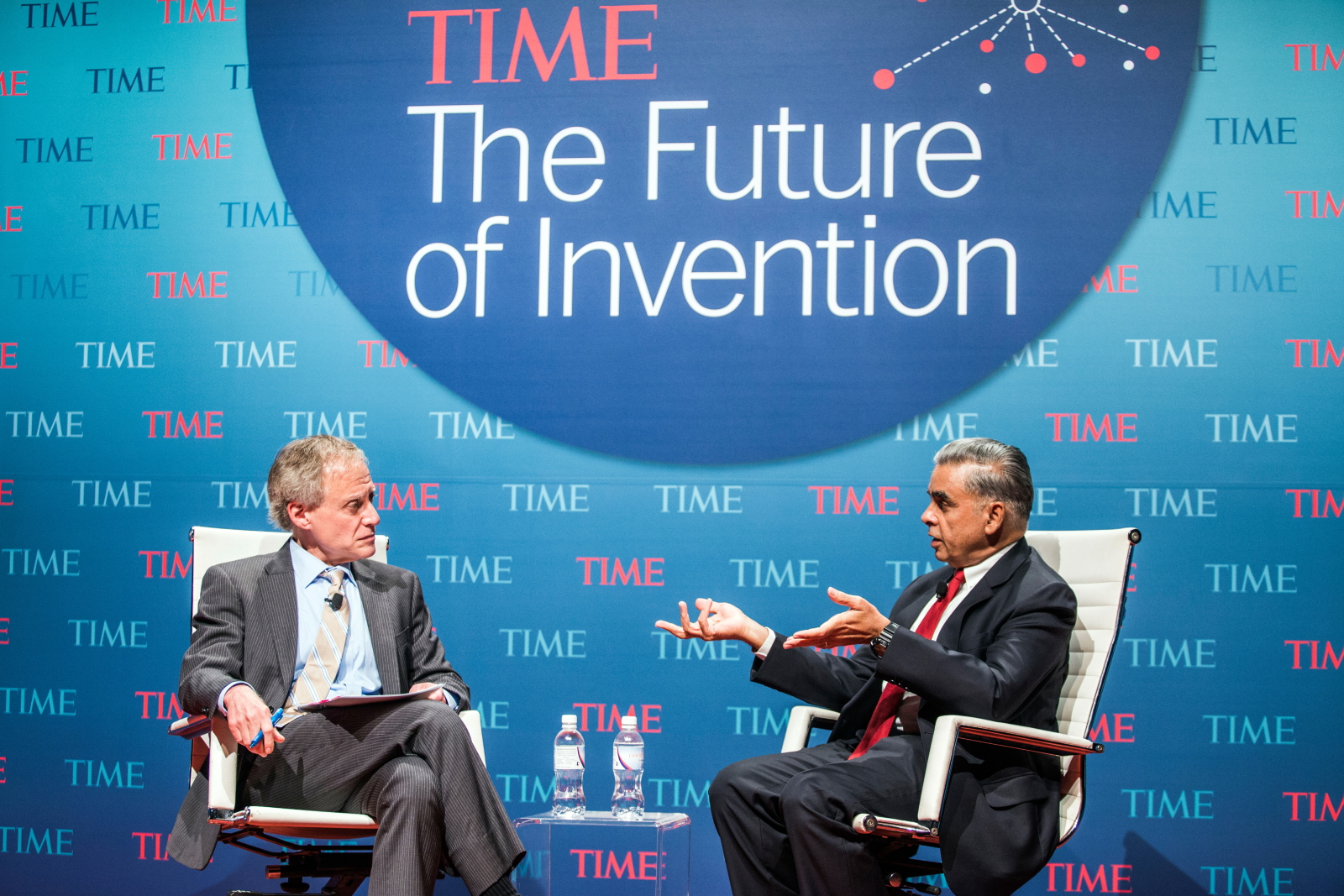 Jeffrey Kluger, Editor-at-Large, TIME (l) and Kishore Mahbubani, Dean of the Lee Kuan Yew School of Public Policy, National University of Singapore