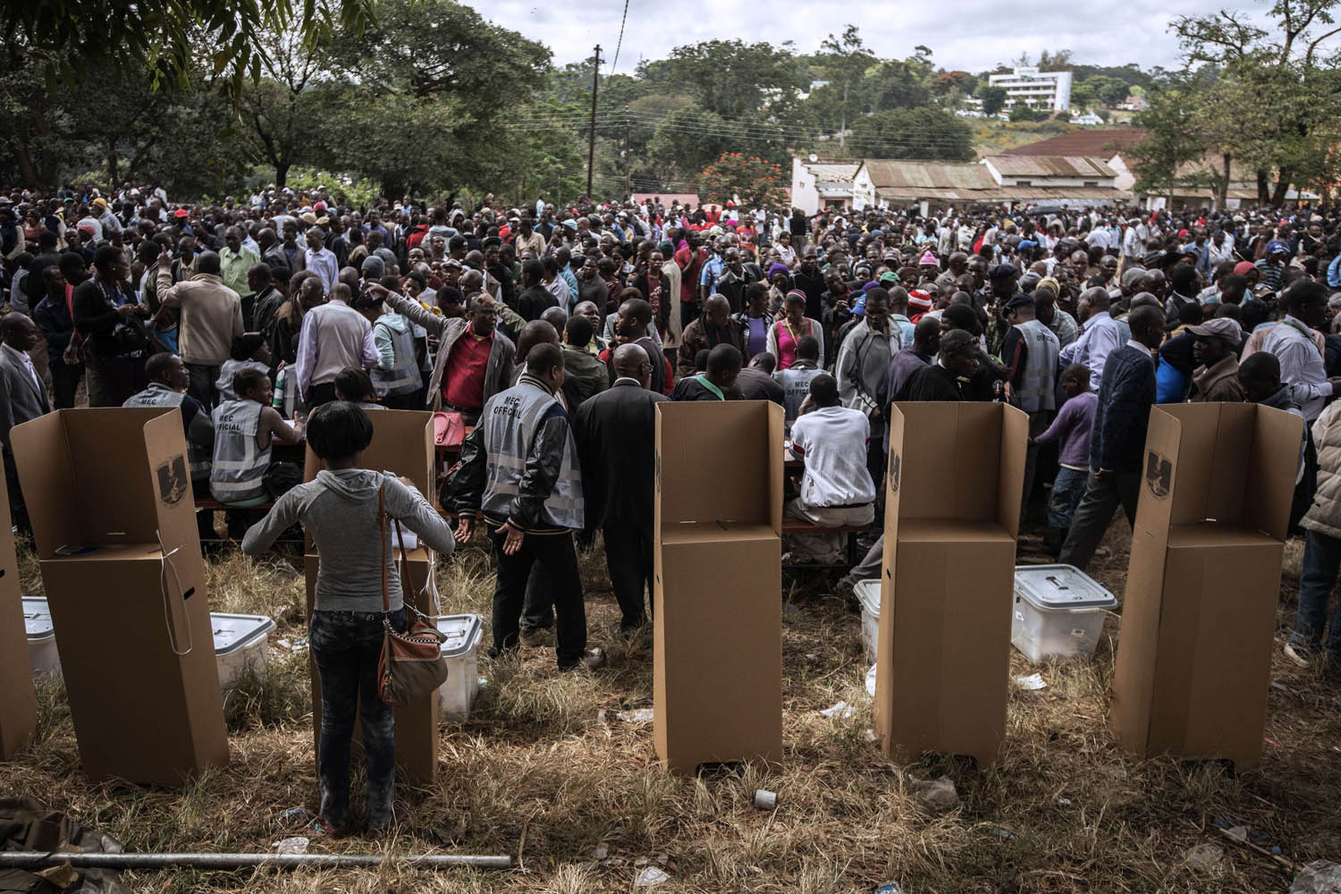 May 20, 2014. Malawians start voting after polling was delayed by several hours at a voting station in Blantyre central district during the general elections in Blantyre.