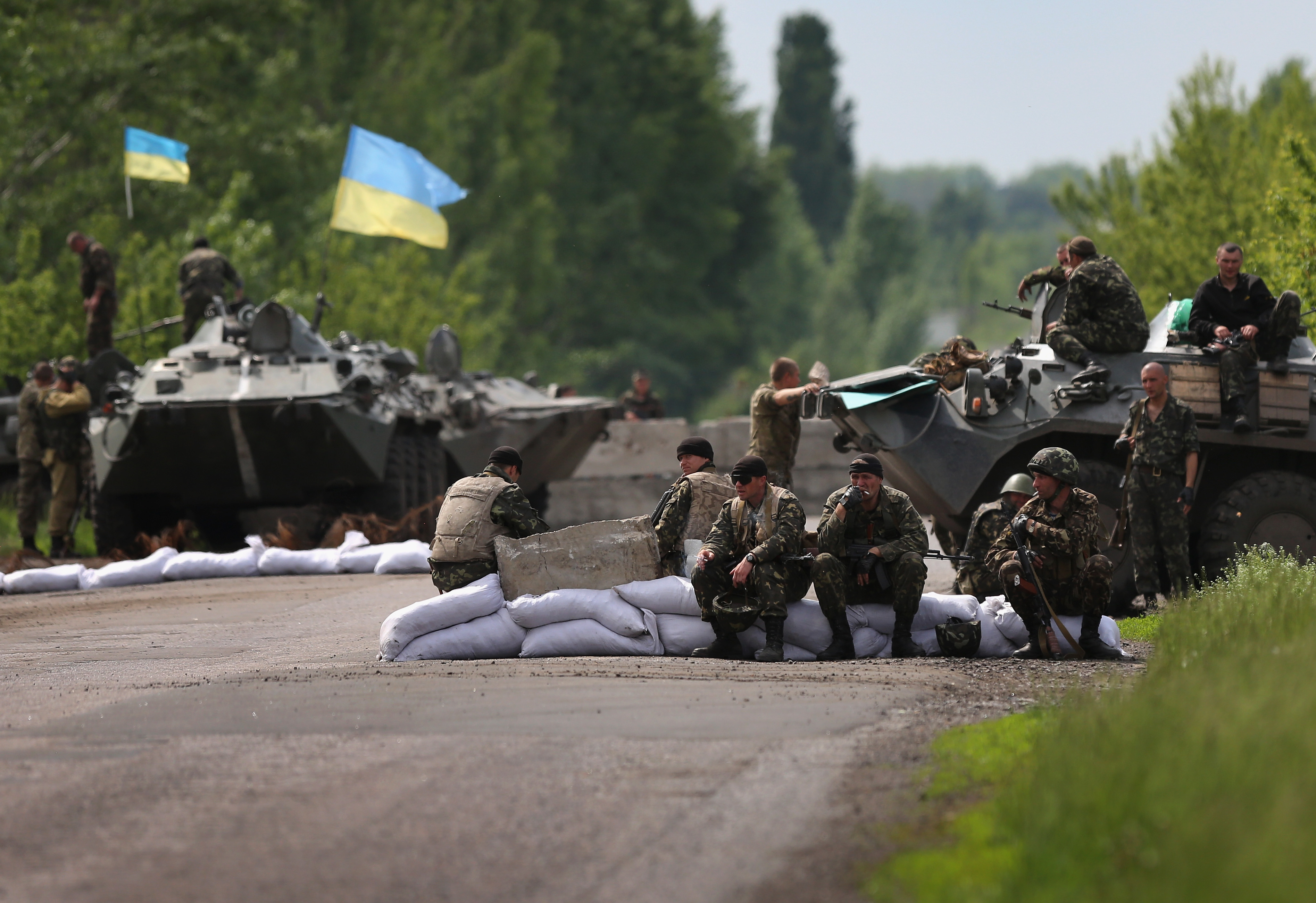 Ukranian military soldiers man a highway checkpoint on May 13, 2014 near Slovyansk, Ukraine. At least 6 Ukranian soldiers were killed and more were reportedly injured by pro-Russian separatists in the nearby city of Kramatorsk.