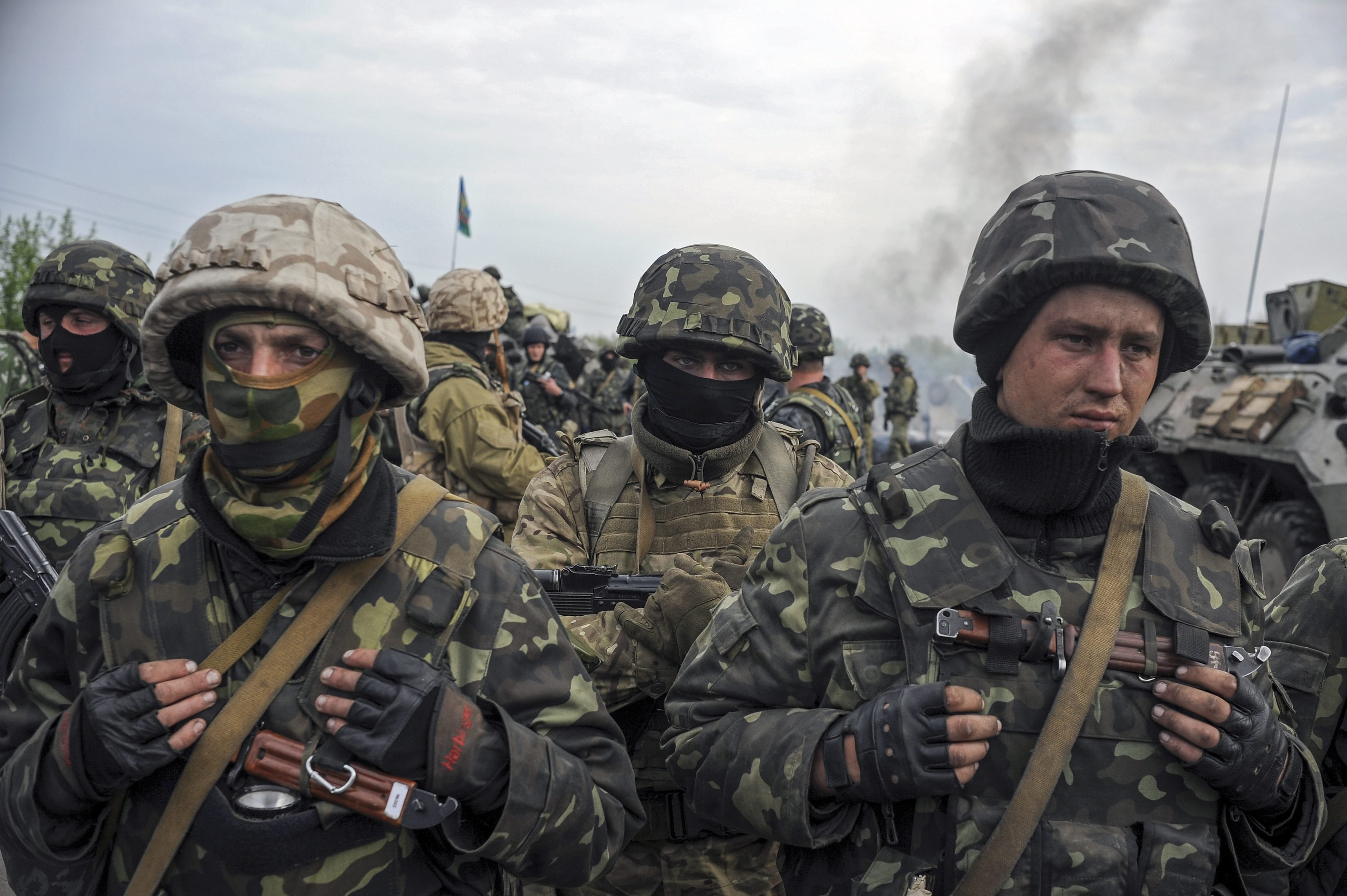 Ukrainian soldiers near a checkpoint not far from Slavyansk, May 2, 2014.