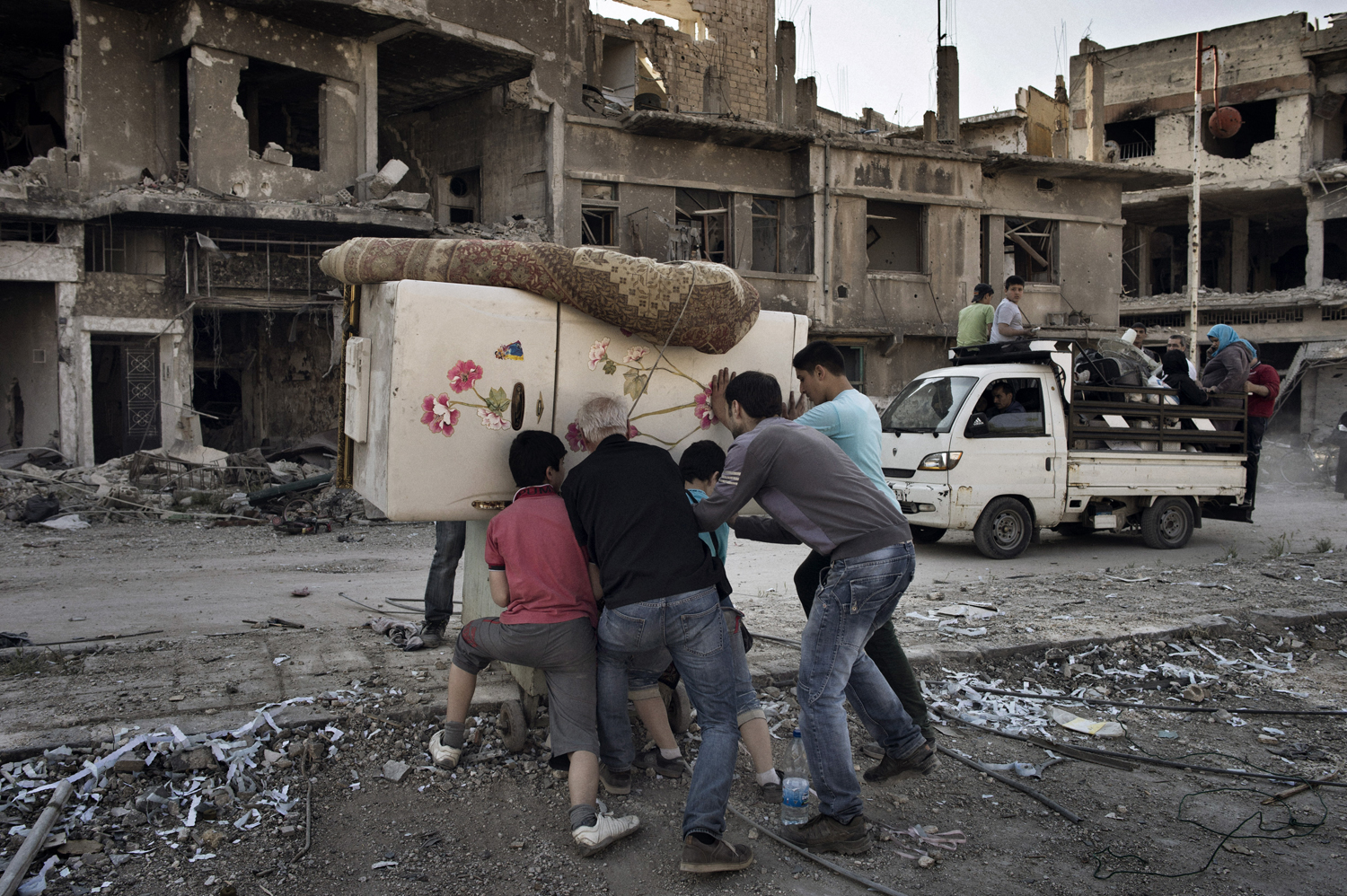 Residents return to the Qabaris neighborhood of Homs to salvage what remains of their homes. May 12, 2014.
