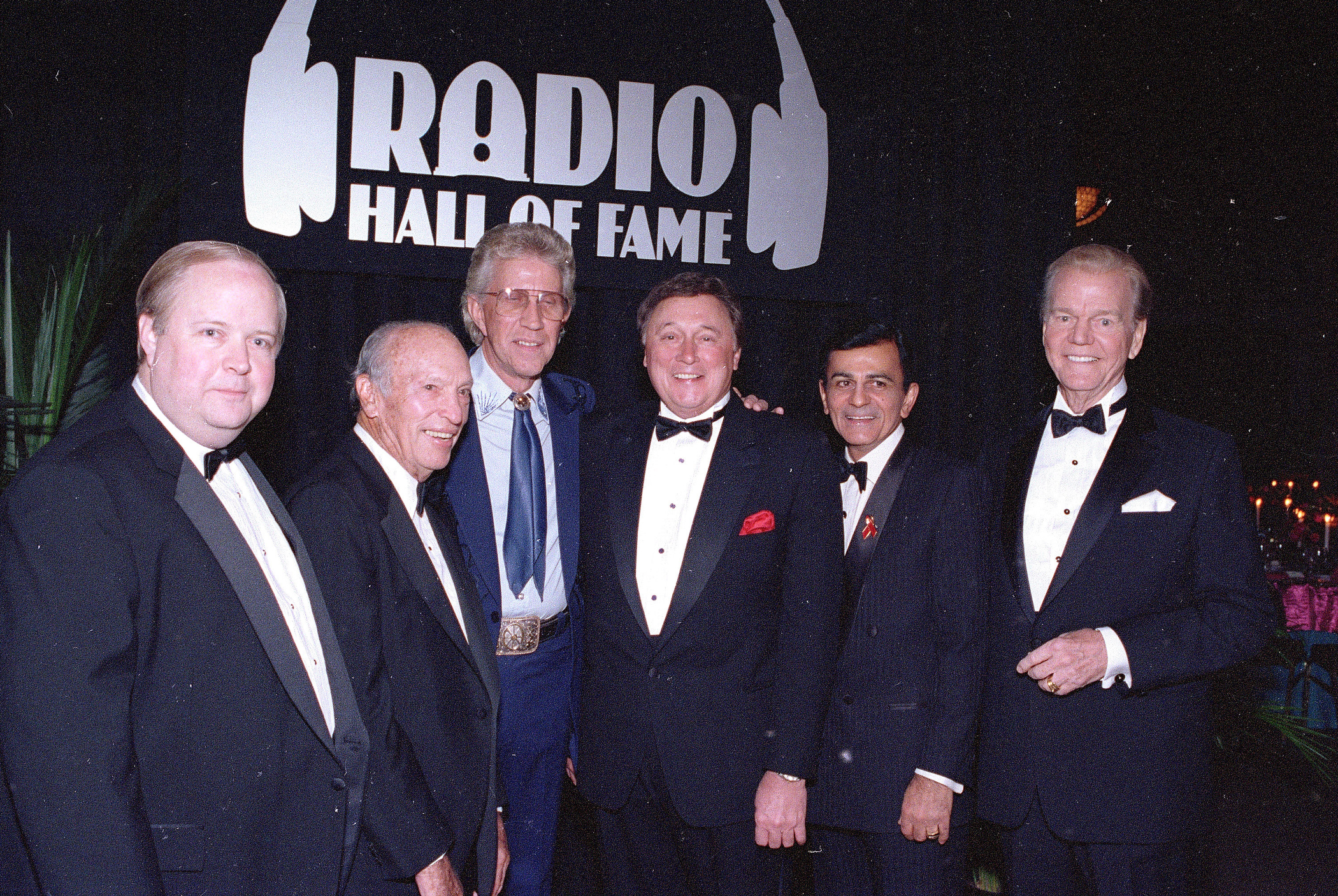 Bruce Dumont, president of the Museum of Broadcast Communication, far left, stands with inductees, from left, ABC radio pioneer Leonard Goldenson, country music's Porter Wagoner, Detroit radio personality J.P. McCarthy, and  Top 40  host Casey Kasem, into the museum's Hall of Fame in Chicago, Ill. Nov. 15, 1992.
