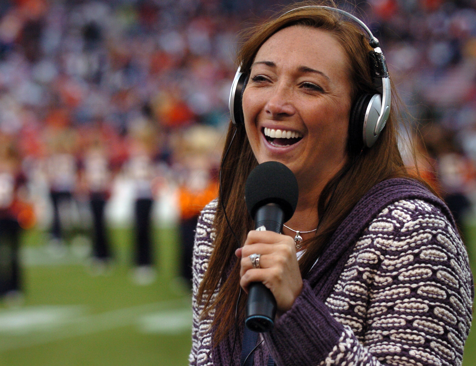 Amy Van Dyken reporting on the Broncos vs the San Diego Chargers on Sunday, October 7th, 2007 at Invesco Field.