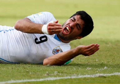 Uruguay's Luis Suarez reacts after clashing with Italy's Giorgio Chiellini during their 2014 World Cup Group D soccer match at the Dunas arena in Natal, Brazil on June 24, 2014.
