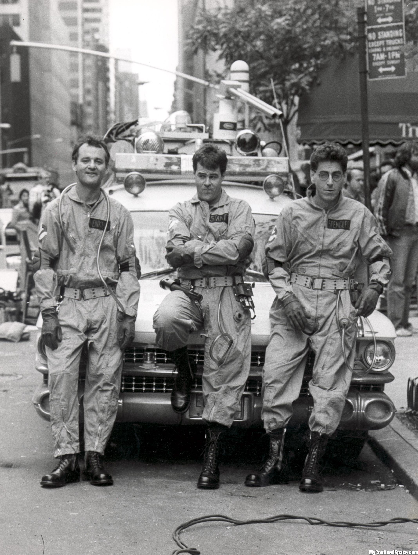 Bill Murray, Dan Aykroyd and Harold Ramis in front of Ecto-1.
