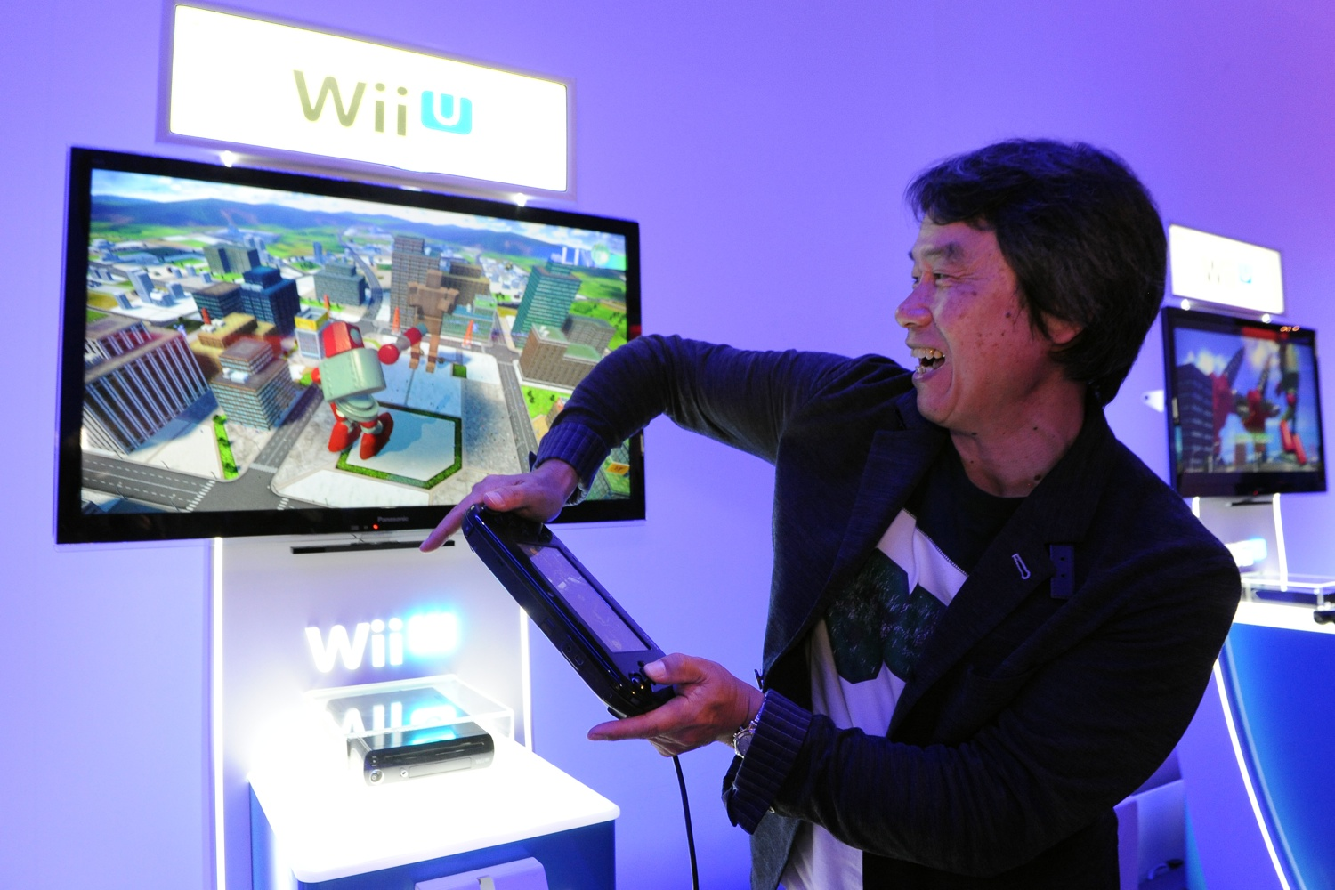Shigeru Miyamoto plays Project Giant Robot, using the GamePad's motion control sensors to move the robot's torso.