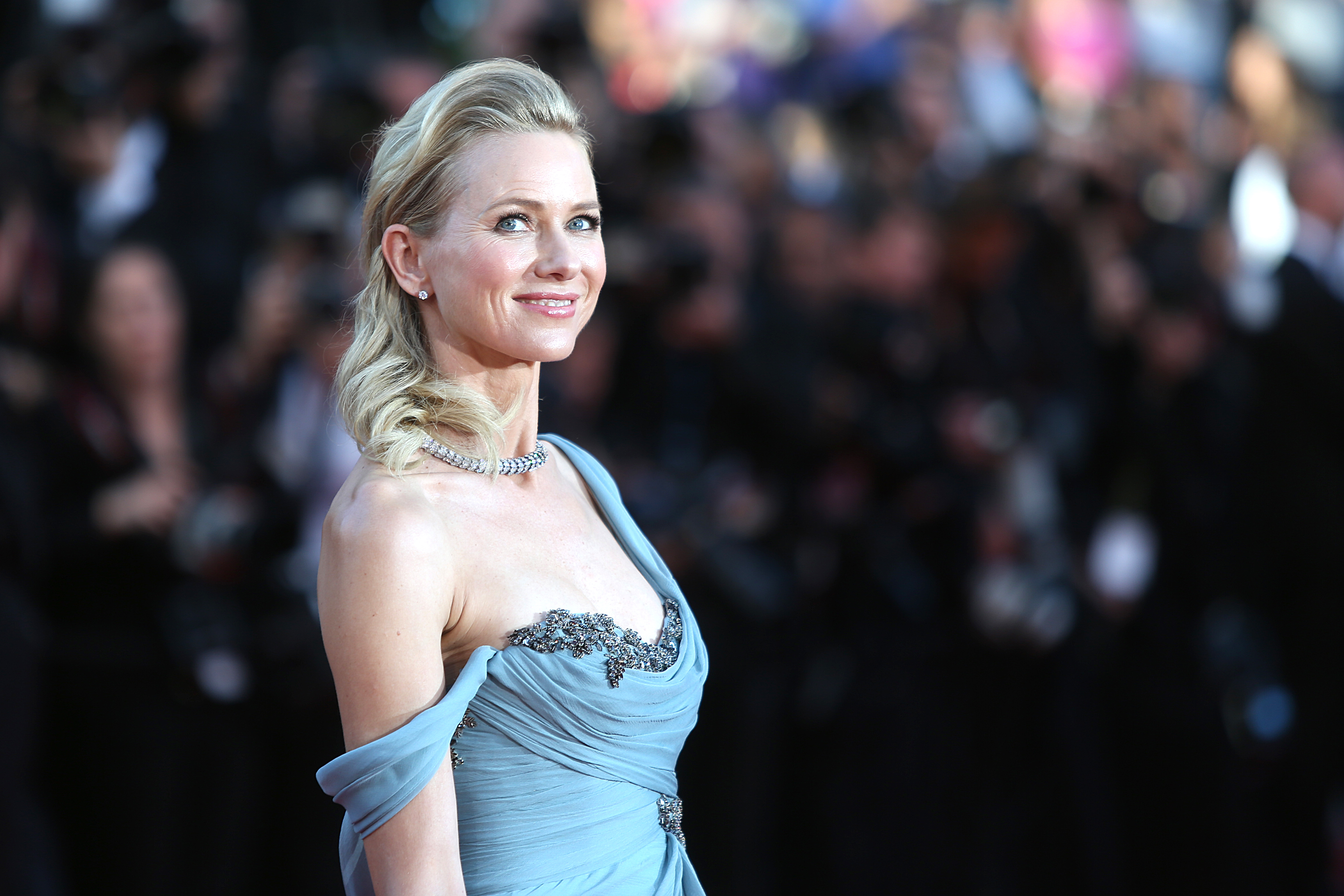 Actress Naomi Watts poses at the screening of How To Train Your Dragon 2 at the 67th international film festival, Cannes, southern France, May 16, 2014.