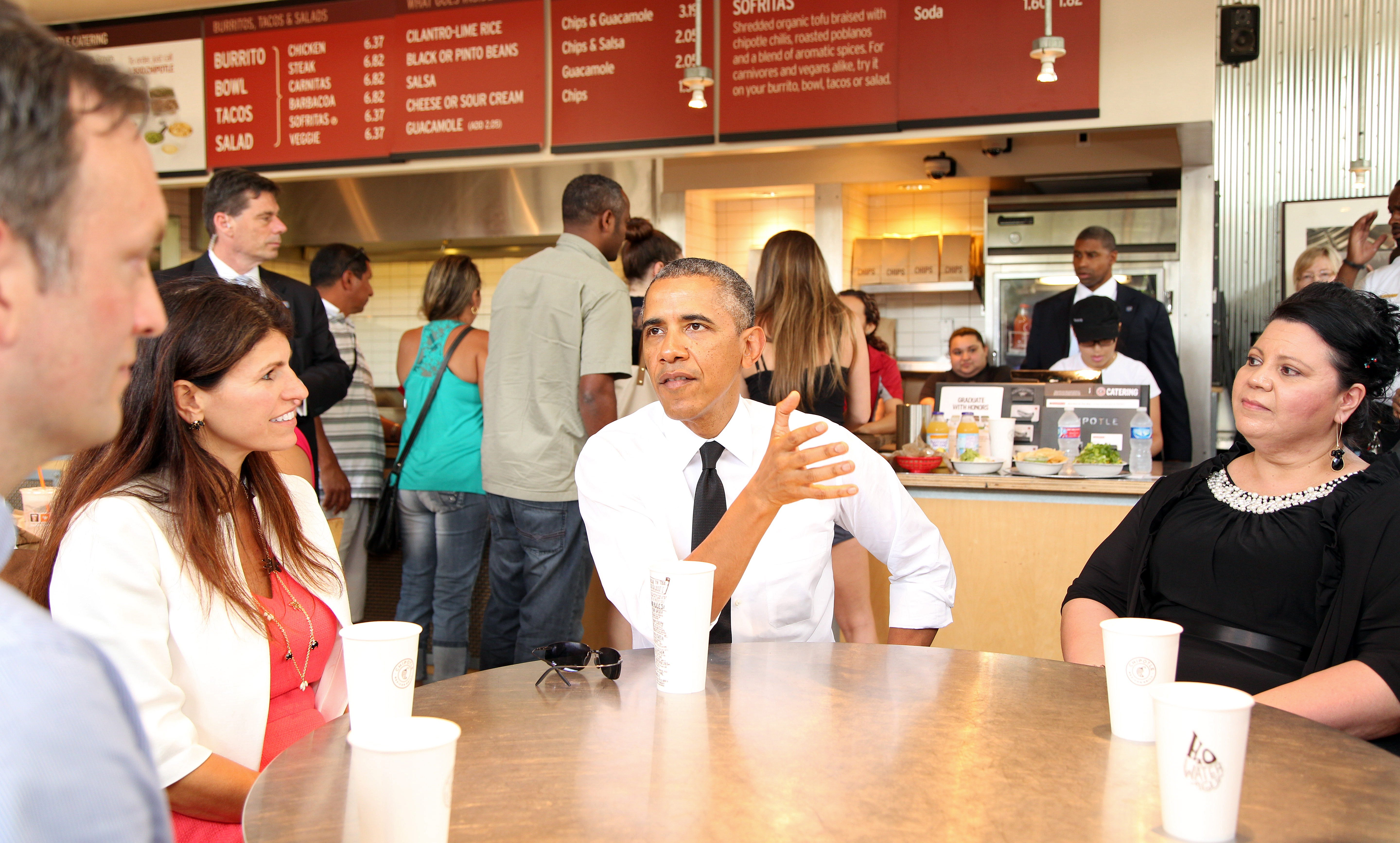 President Barack Obama joins several working parents, (l-r) Roger Trombley, Lisa Rumain, and Shelby Ramirez for lunch at a nearby Chipotle restaurant prior to speakinging at the first White House Summit on Working Families at the Omni Hotel in Washington, June 23, 2014.