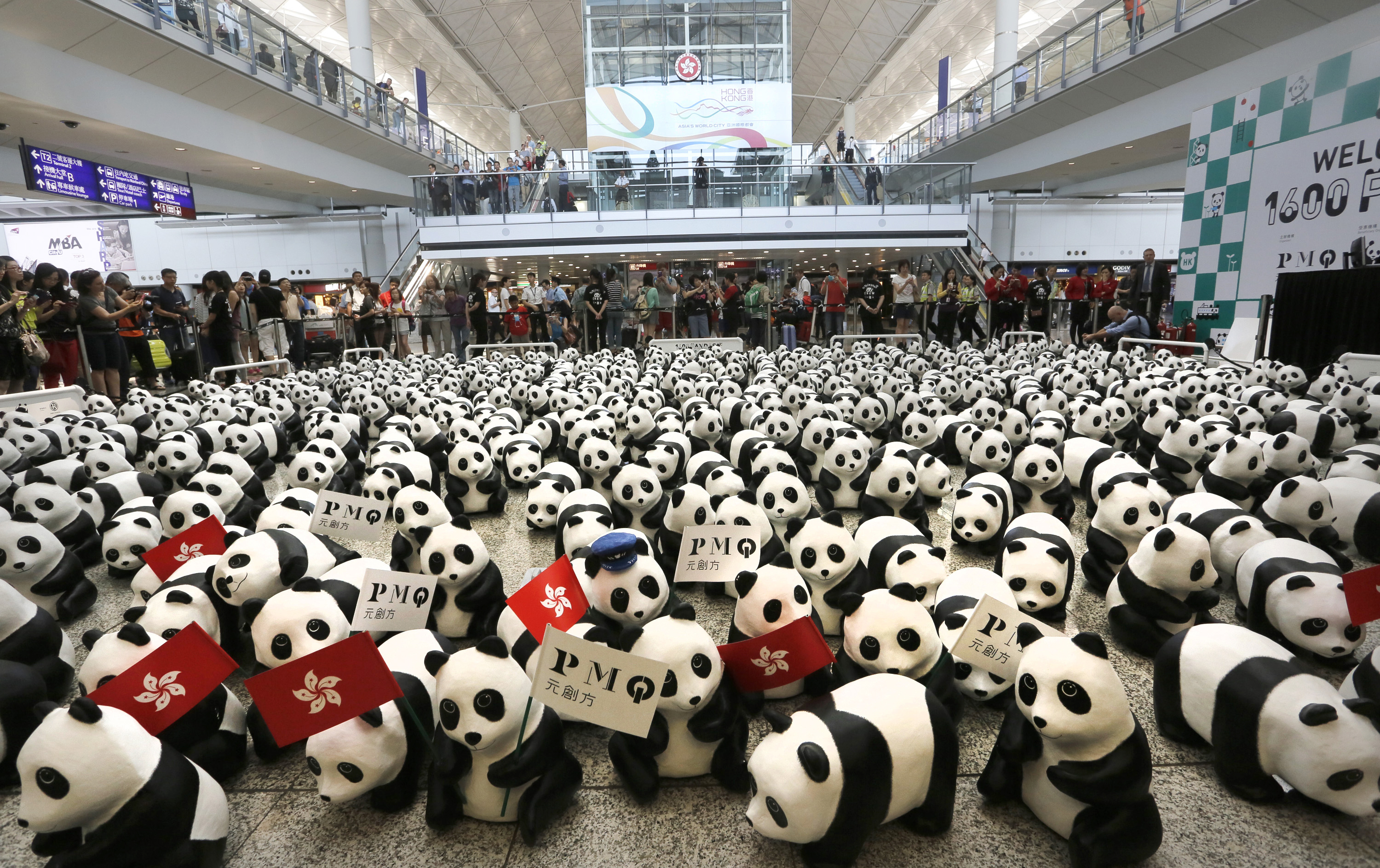1,600 paper mache pandas, designed by Paulo Grangeon, are installed in the Hong Kong airport to promote awareness about the endangered species.