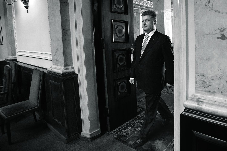Poroshenko arrives at                   Ukraine's parliament for his inauguration on June 7.