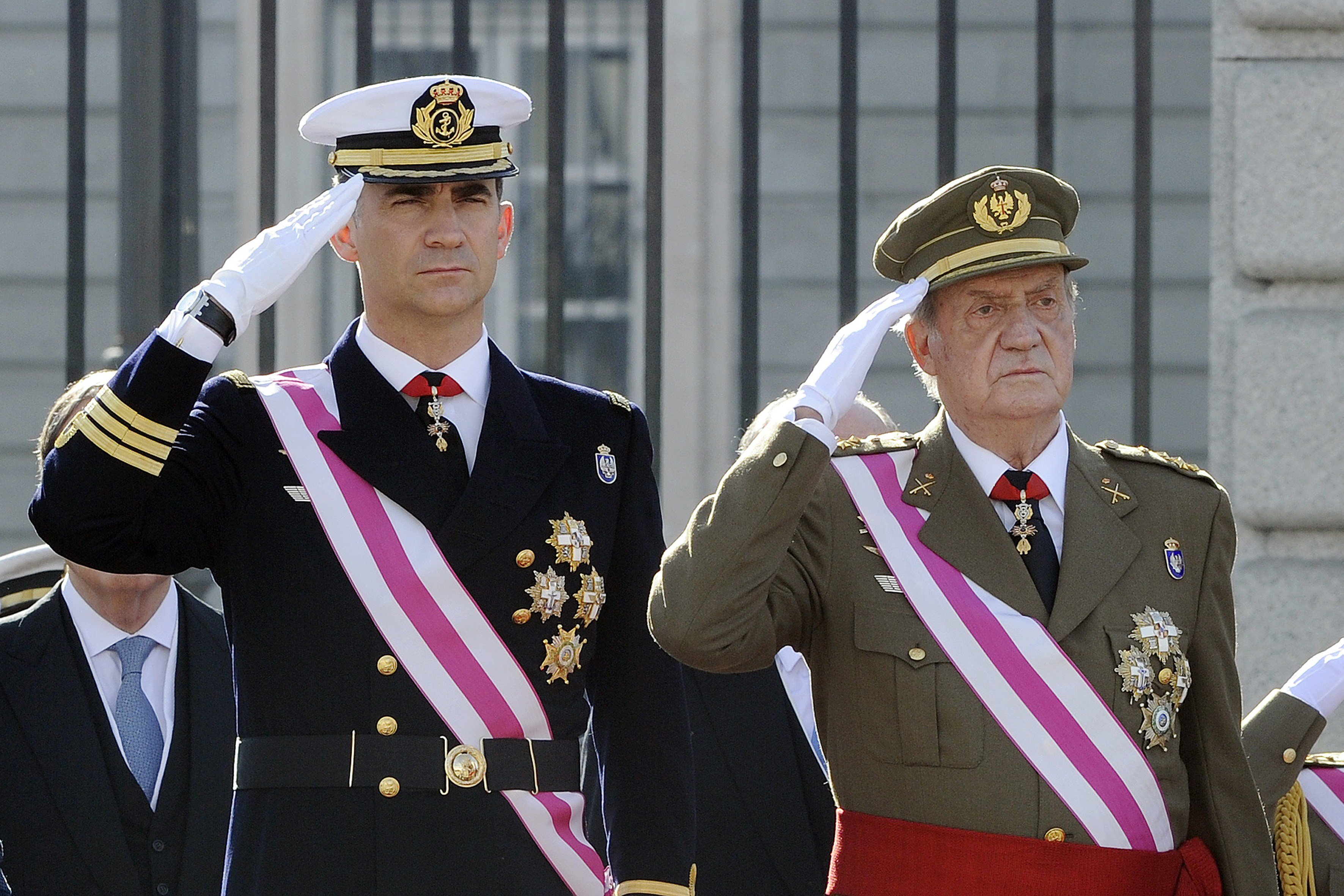 Spain's Crown Prince Felipe and Spain's King Juan Carlos salute Spain's Queen Sofia during the Pascua Militar ceremony at the Royal Palace in Madrid on January 6, 2014.