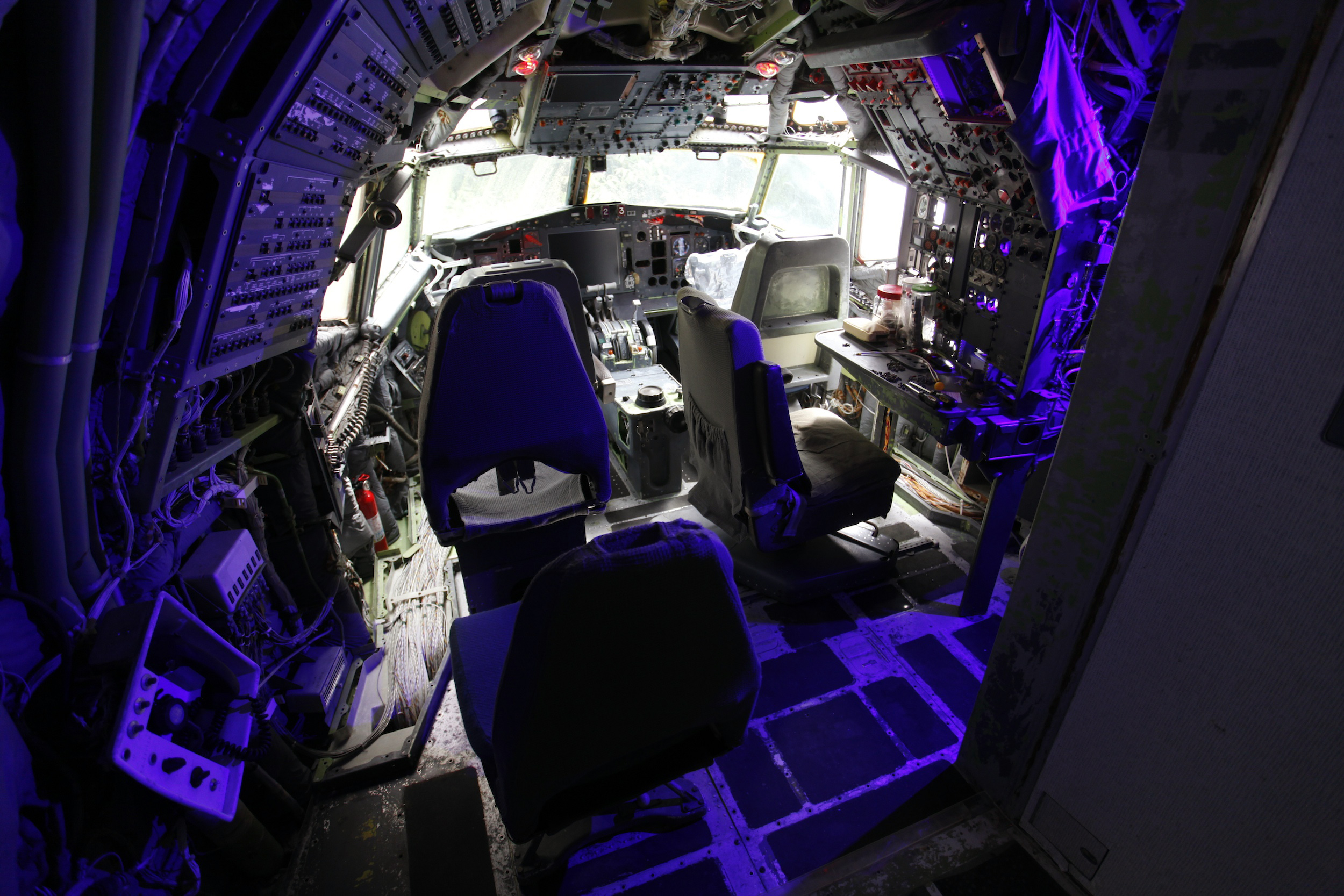 The cockpit, which Bruce Campbell is currently renovating, is seen in his Boeing 727 home in the woods outside the suburbs of Portland, Oregon May 21, 2014. In 1999, the former electrical engineer had a vision: To save retired jetliners from becoming scrap metal by reusing them. Campbell, 64, is one of a small number of people worldwide who have transformed retired aircraft into a living space or other creative project, although a spokesman for the Aircraft Fleet Recycling Association was unable to say precisely how many planes are re-used this way. Picture taken May 21.  REUTERS/Steve Dipaola  (UNITED STATES - Tags: SOCIETY TRANSPORT REAL ESTATE) - RTR3SP90