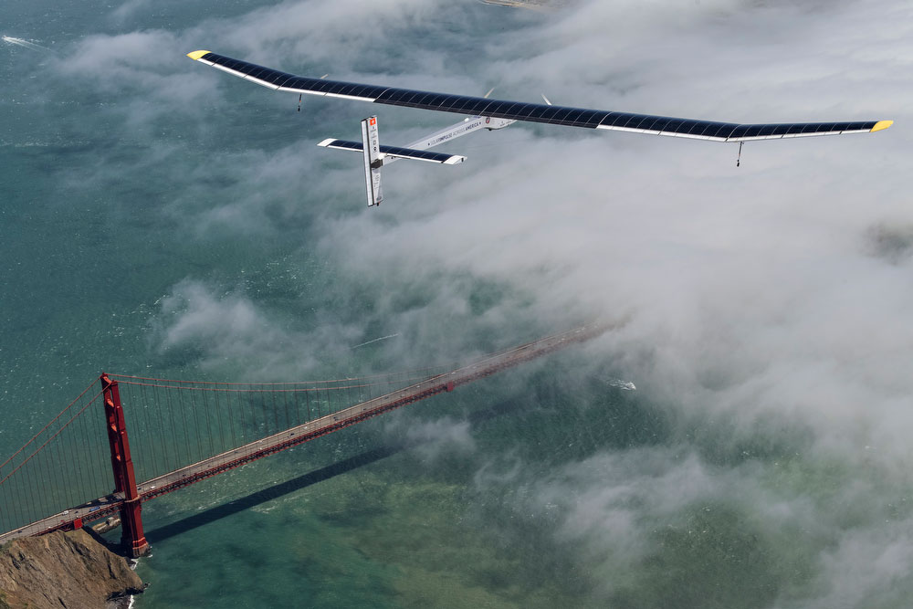 Solar Impulse' s HB-SIA prototype flies over the Golden Gate Bridge in San Francisco, April 23, 2013.