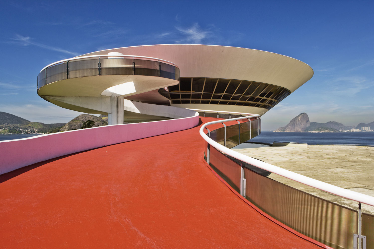 The famous Brazilian architect Oscar Niemeyer constructed the Niterói Contemporary Art Museum, known for both its amazing contemporary art exhibits and UFO-like appearance.