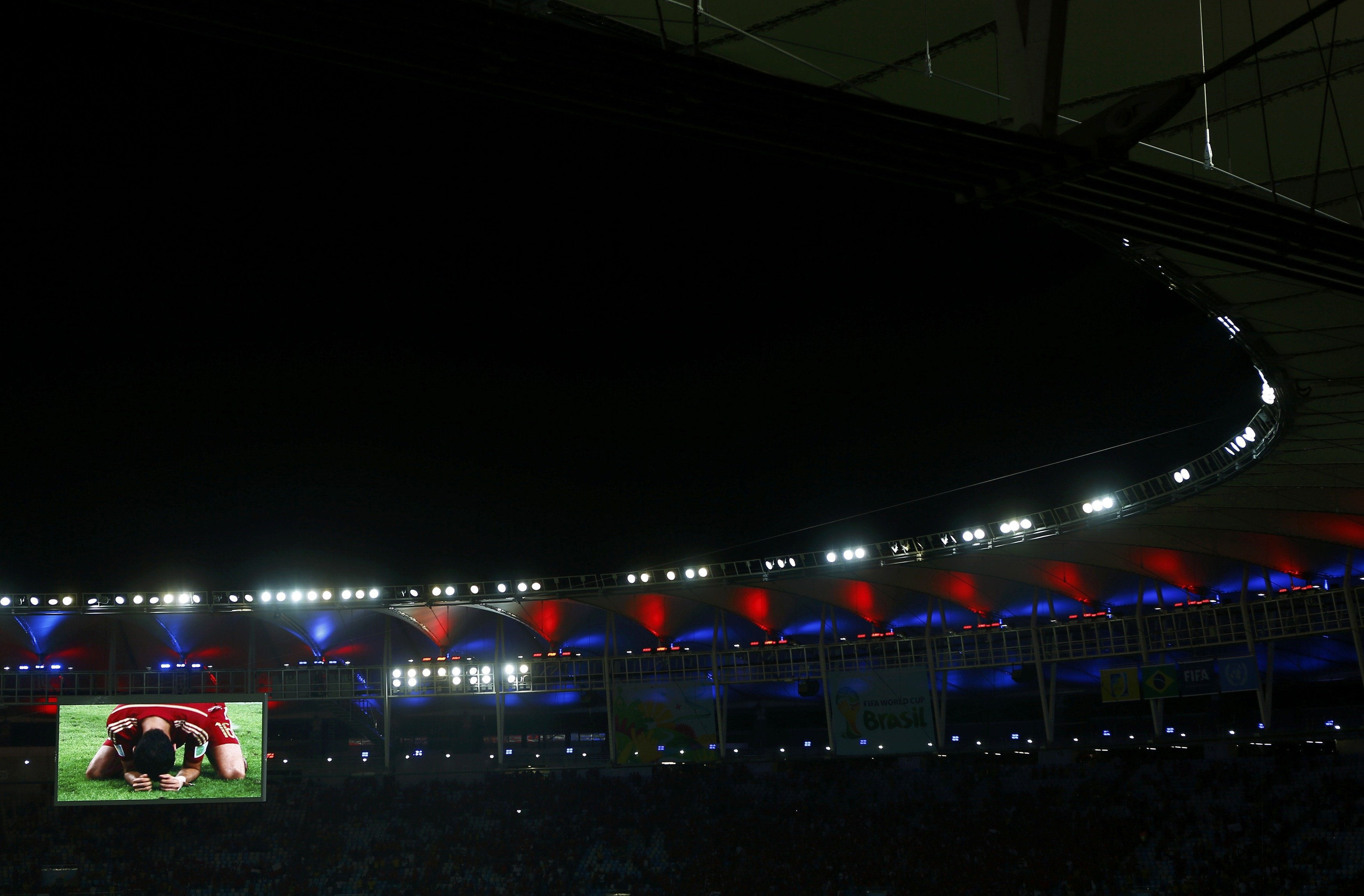 Match highlights are screened after the 2014 World Cup Group B soccer match between Spain and Chile at the Maracana stadium in Rio de Janeiro on June 18, 2014.