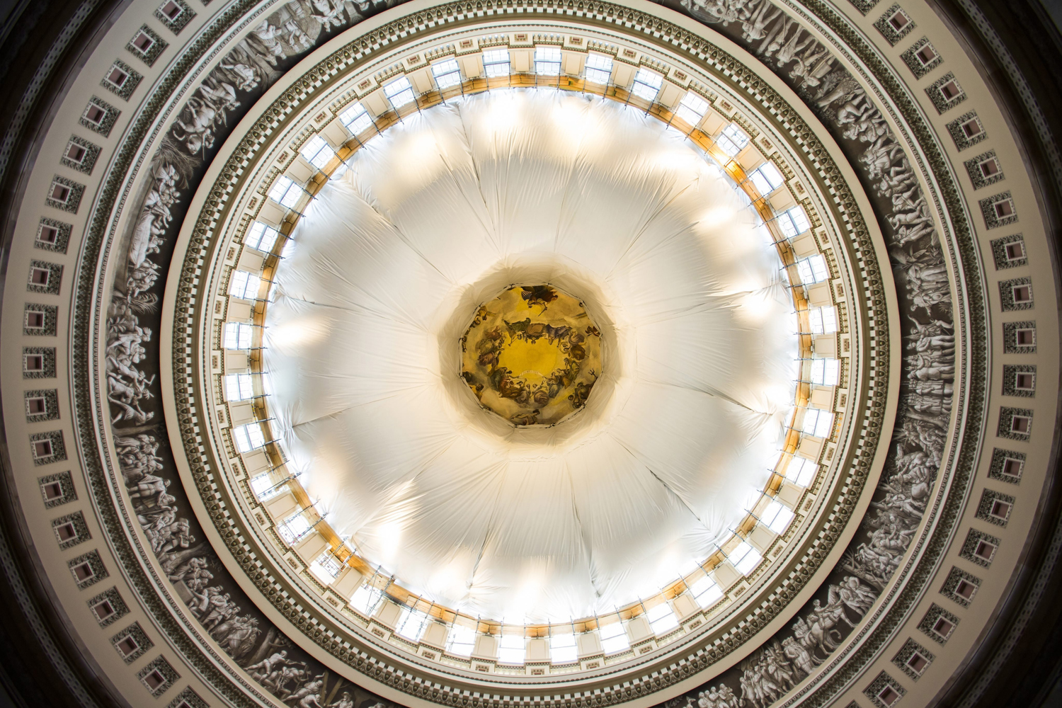 Jul 11, 2014. A donut shaped canopy hangs in the rotunda of the US Capitol to catch debris during work to repair the interior of the Dome in Washington, DC.