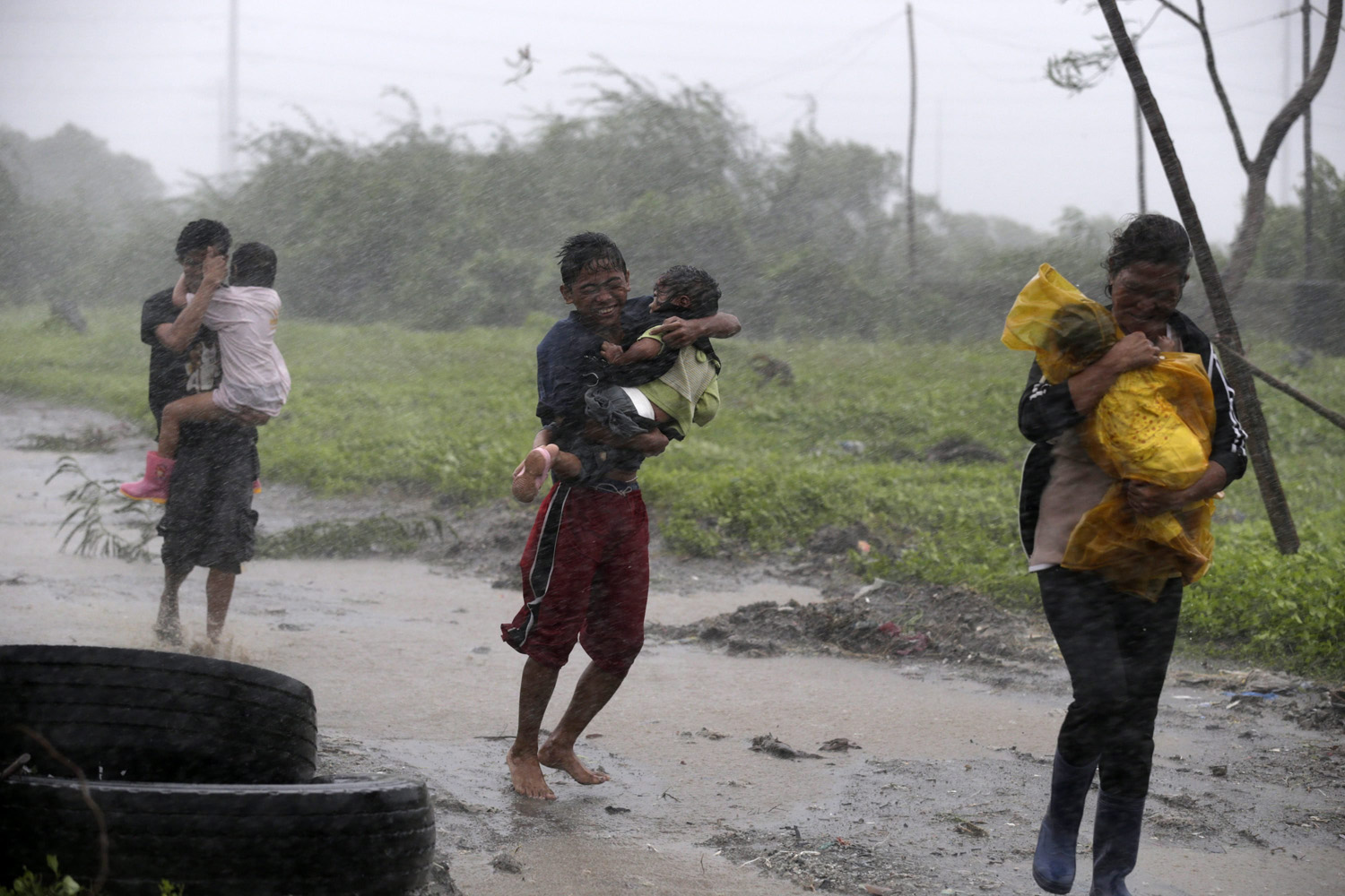 Jul. 16, 2014. Filipino residents try to escape from strong winds brought by Typhoon Rammasun after it struck a fishing village in Las Pinas city, south of Manila, Philippines.