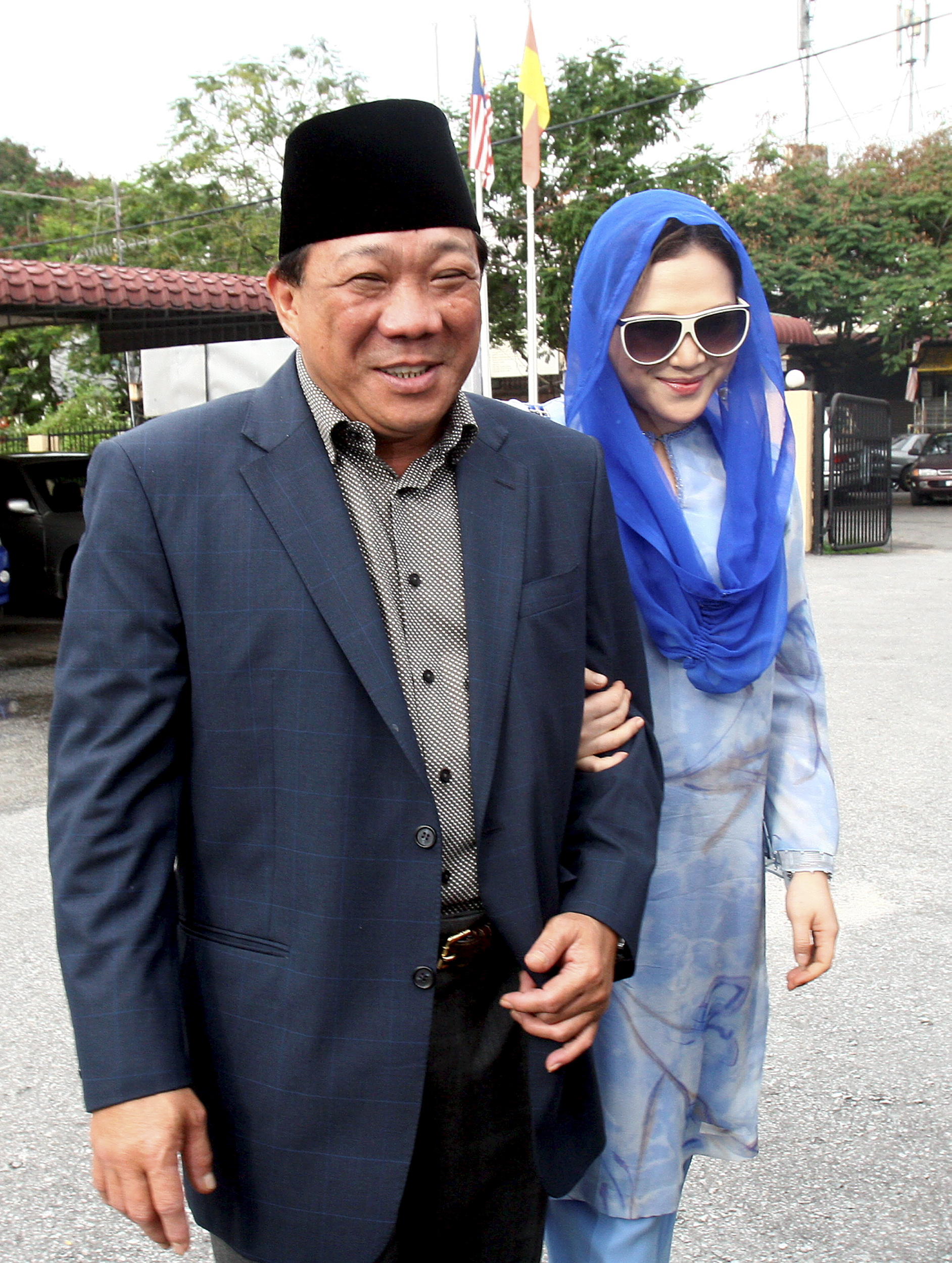 Malaysian lawmaker Bung Mokhtar Radin and his second wife Zizie Ezette arriving at a Shari'a court in Kuala Lumpur on May 19, 2010