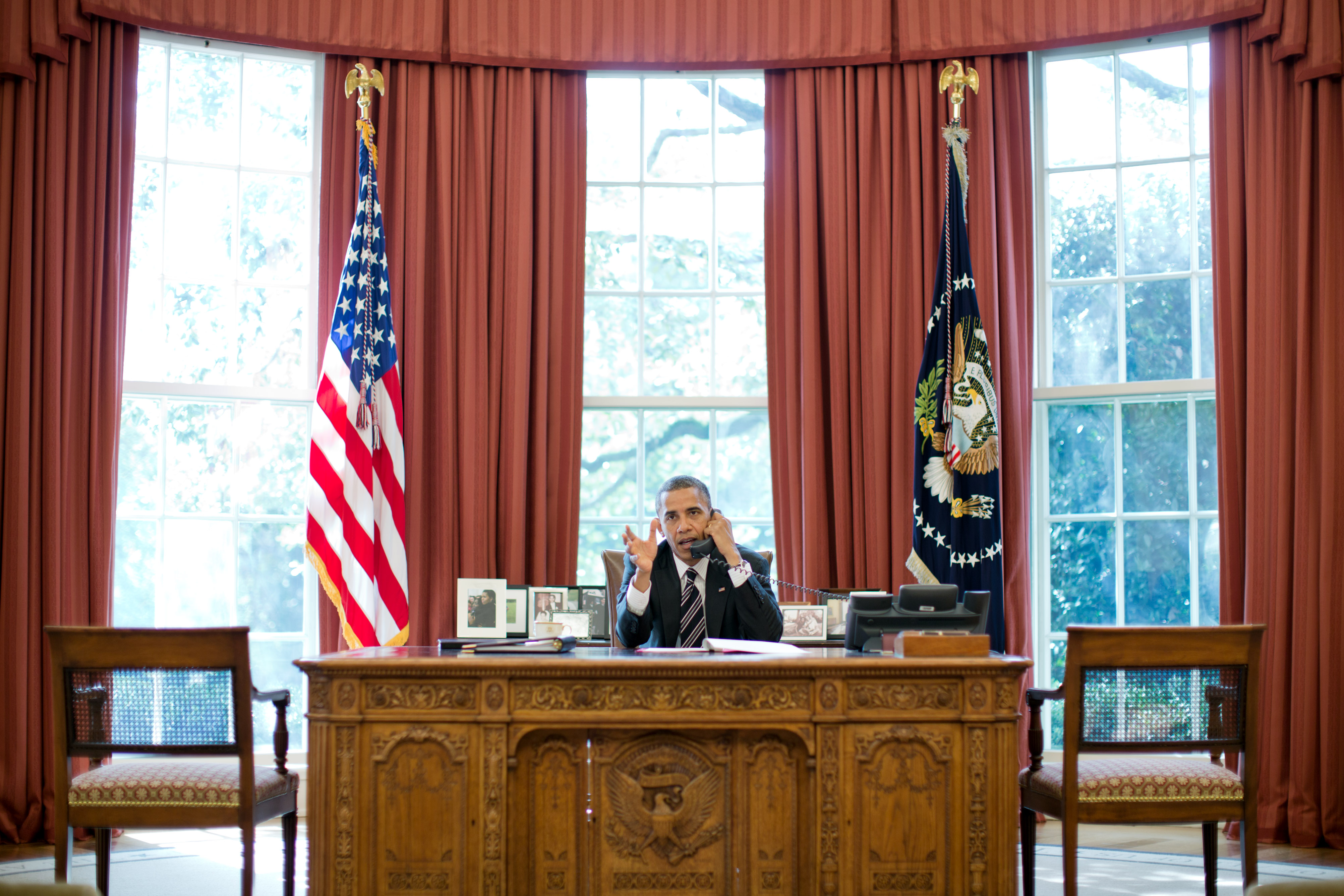 In this handout frm the White House, U.S. President Barack Obama talks on the phone with Israeli Prime Minister Benjamin Netanyahu from the Oval Office September 28, 2012 in Washigton, DC.