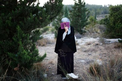 A Jewish woman prays during the joint funeral of the three Israeli teens who were abducted and killed in the occupied West Bank, in the Israeli city of Modi'in