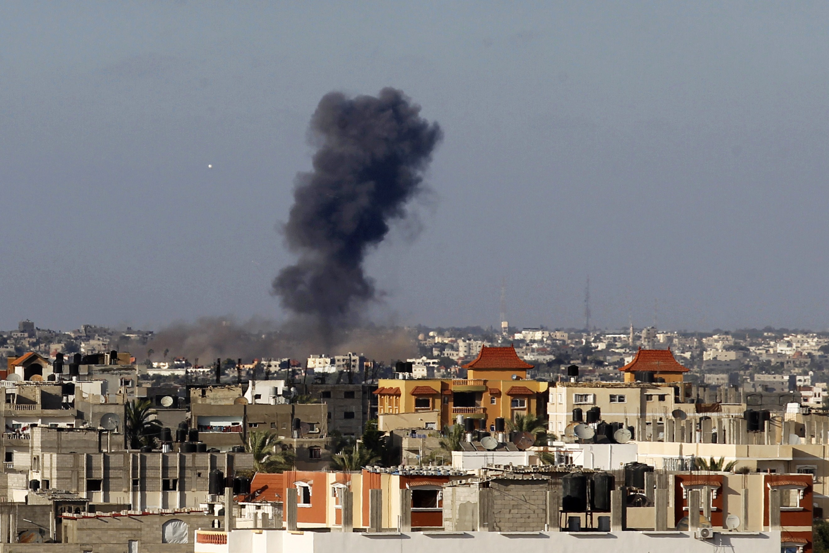 Smoke billows from a building hit by an Israeli air strike in the town of Rafah, in the southern Gaza Strip, on July 13, 2014.