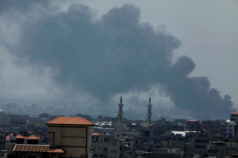 Smoke rises when Israeli attacks continue in Gaza, July 29,2014.