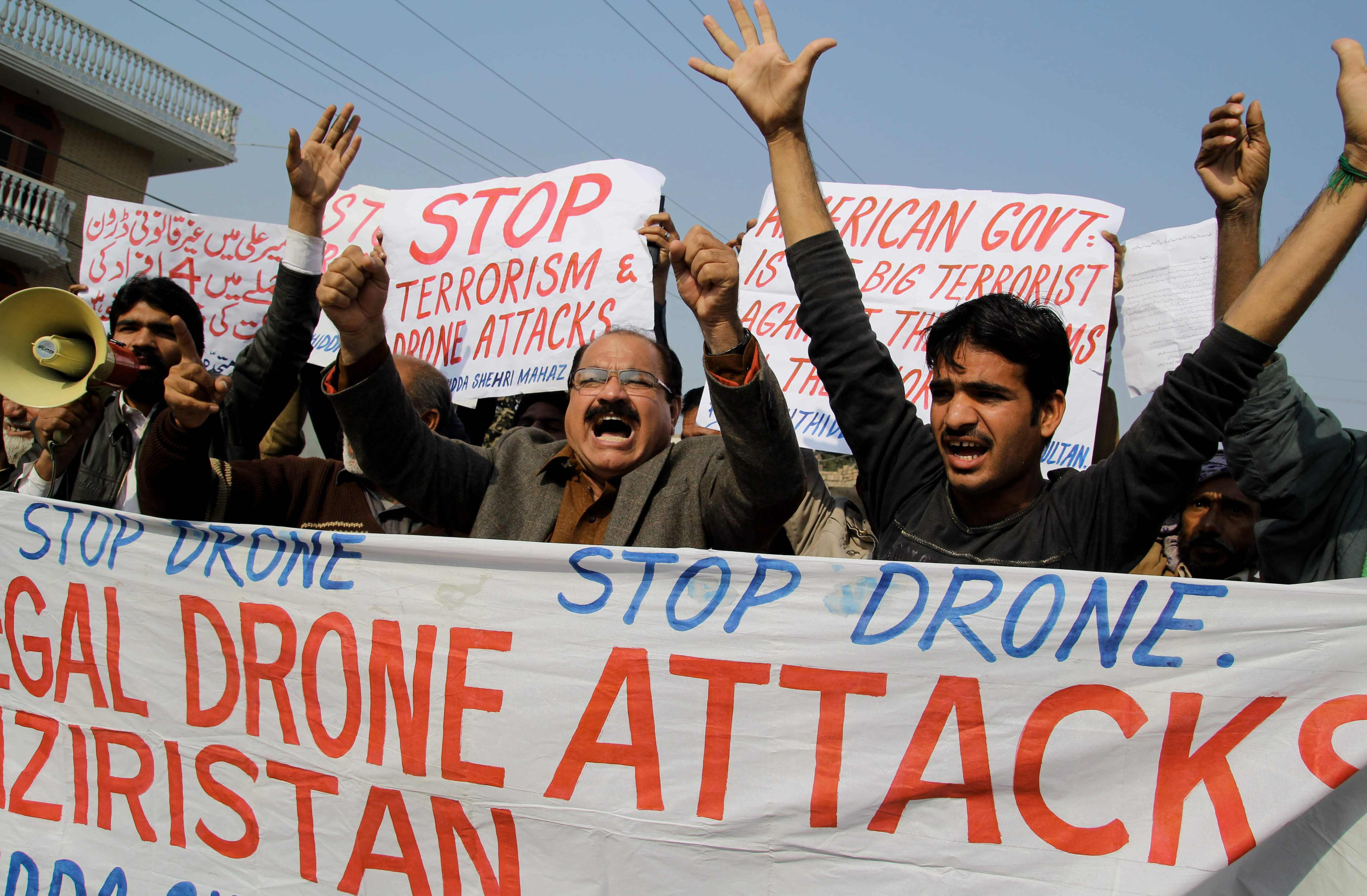 Activists shout slogans as they protest against a US drone attack in Multan, Pakistan on December 26, 2103.