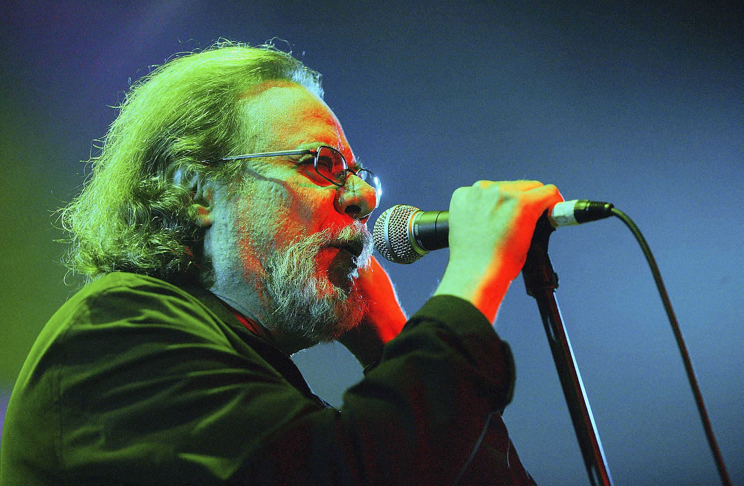 Tommy Ramone performs on stage during The Ramones Cancer Benefit at Spirit on Oct. 8, 2004 in New York City.