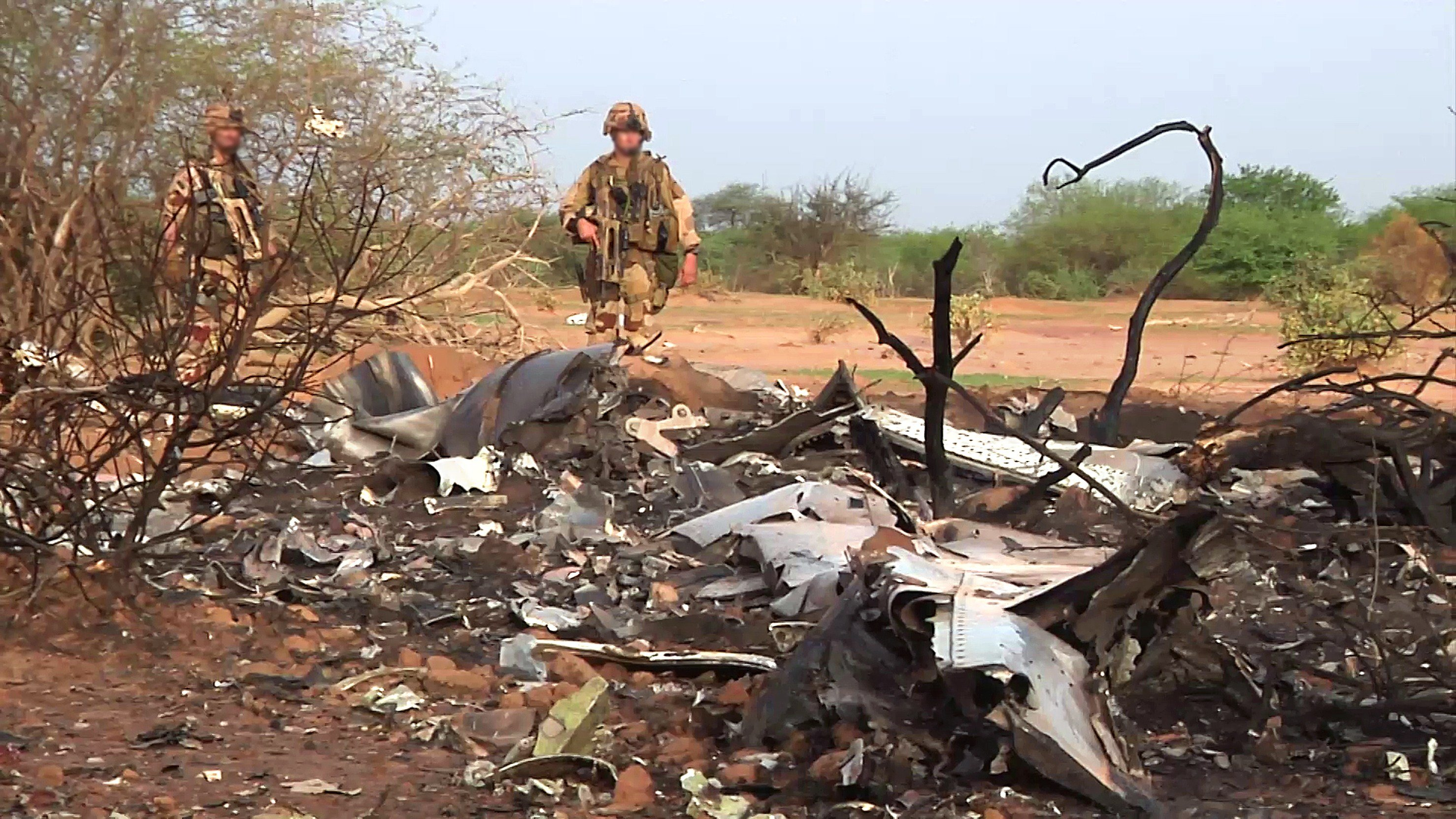 French soldiers stand by the wreckage of the Air Algerie flight AH5017 which crashed in Mali's Gossi region, west of Gao, on July 24, 2014.