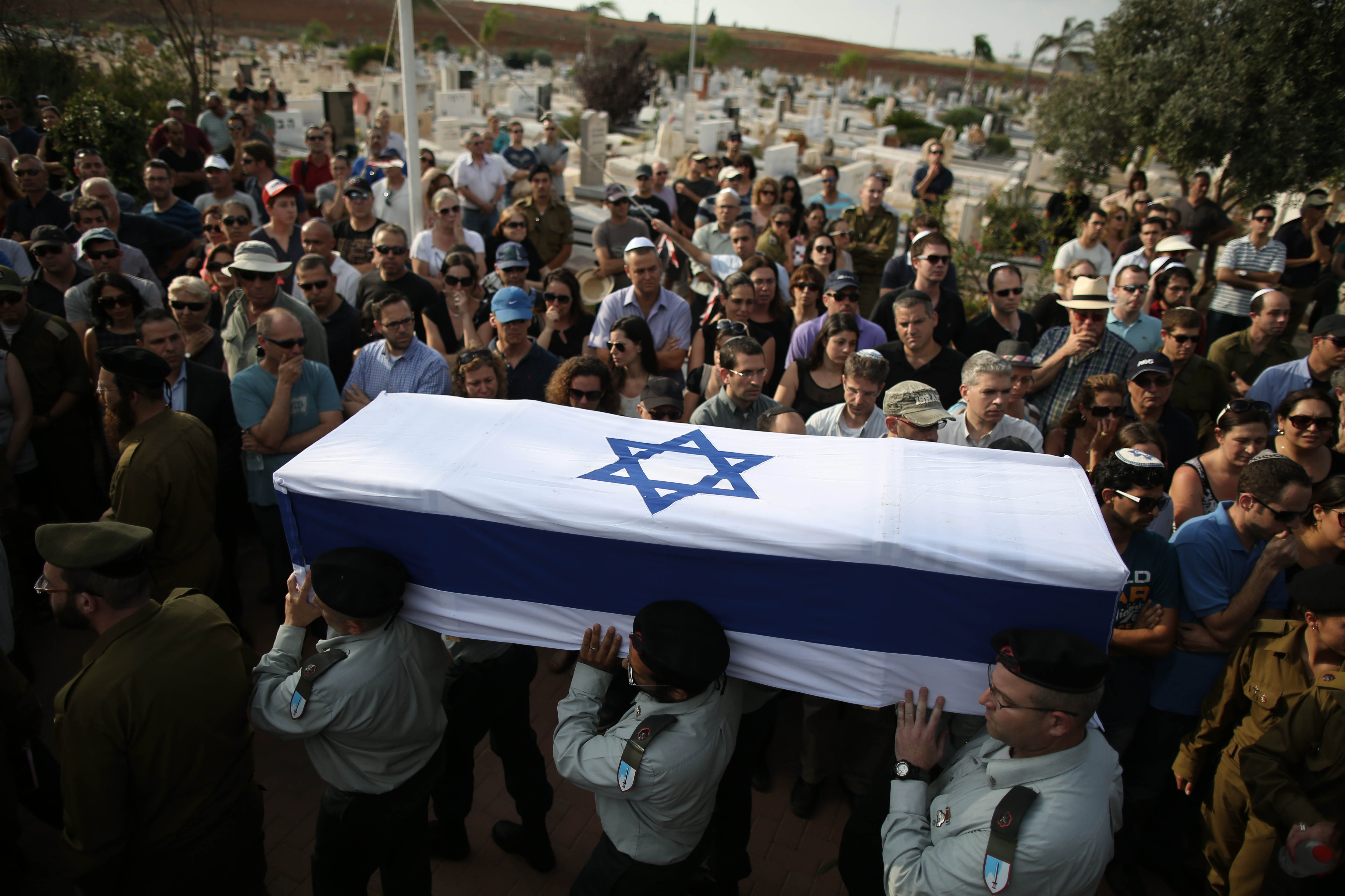 Israeli soldiers carry the coffin of killed Israeli soldier Amotz Greenberg during the military funeral ceremony in the cemetery of  Hod Hasharon, Israel, 20 July 2014.