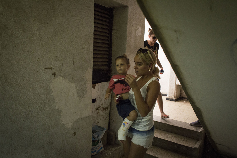 An Israeli mother and her son run to a bomb shelter as the siren goes off in Ashkelon, Israel, on July 14, 2014.
